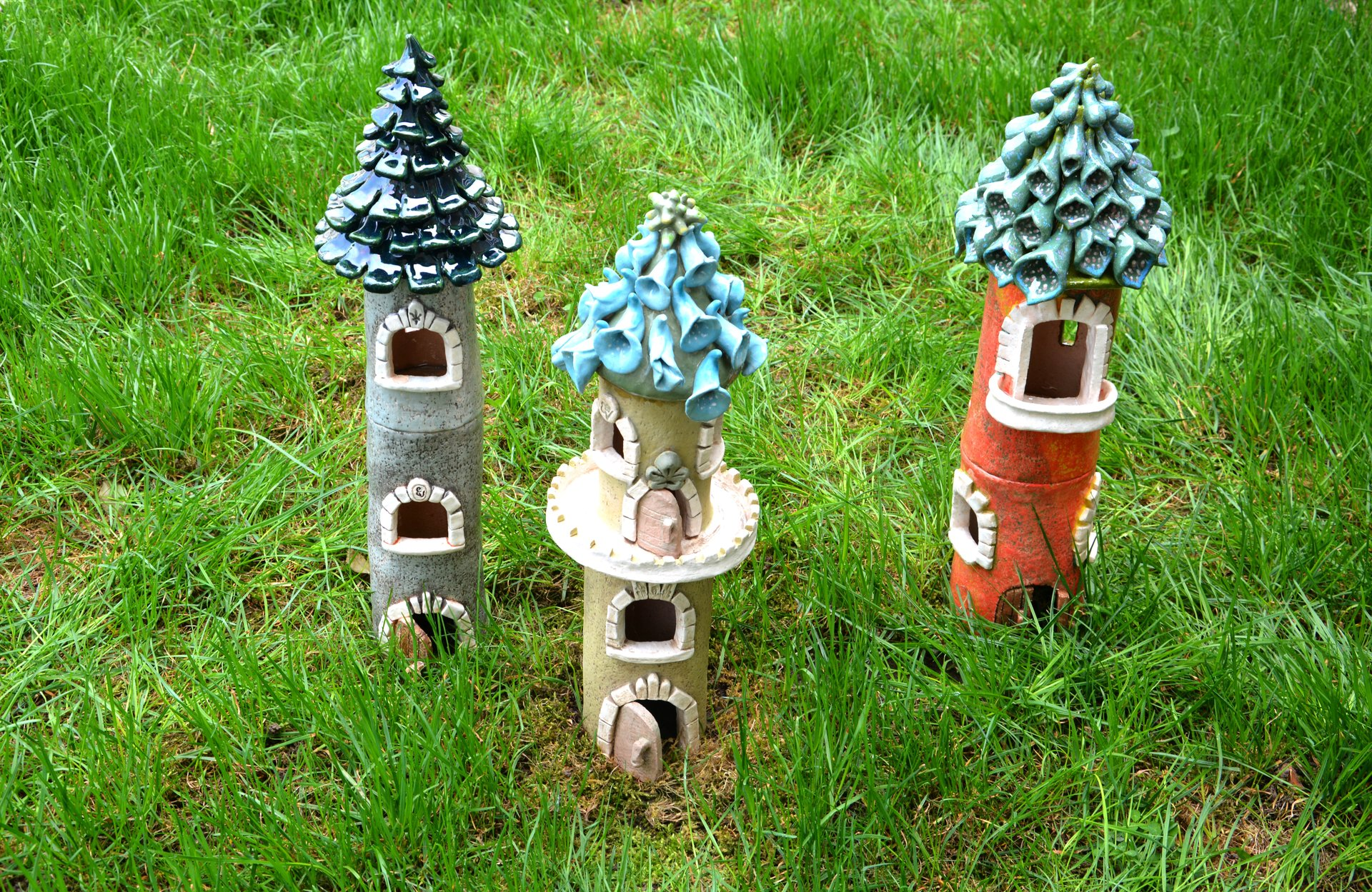 Flower Castels - Ceramic decorations for flowerbeds, lawns, height 39 cm - 44 cm, photo 1 of 2.