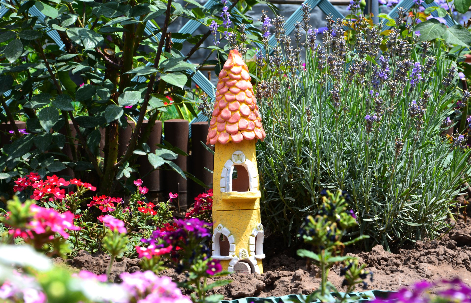 The Yellow Castle - Ceramic decorations for flowerbeds, lawns, height - 35 cm, photo 1 of 2.