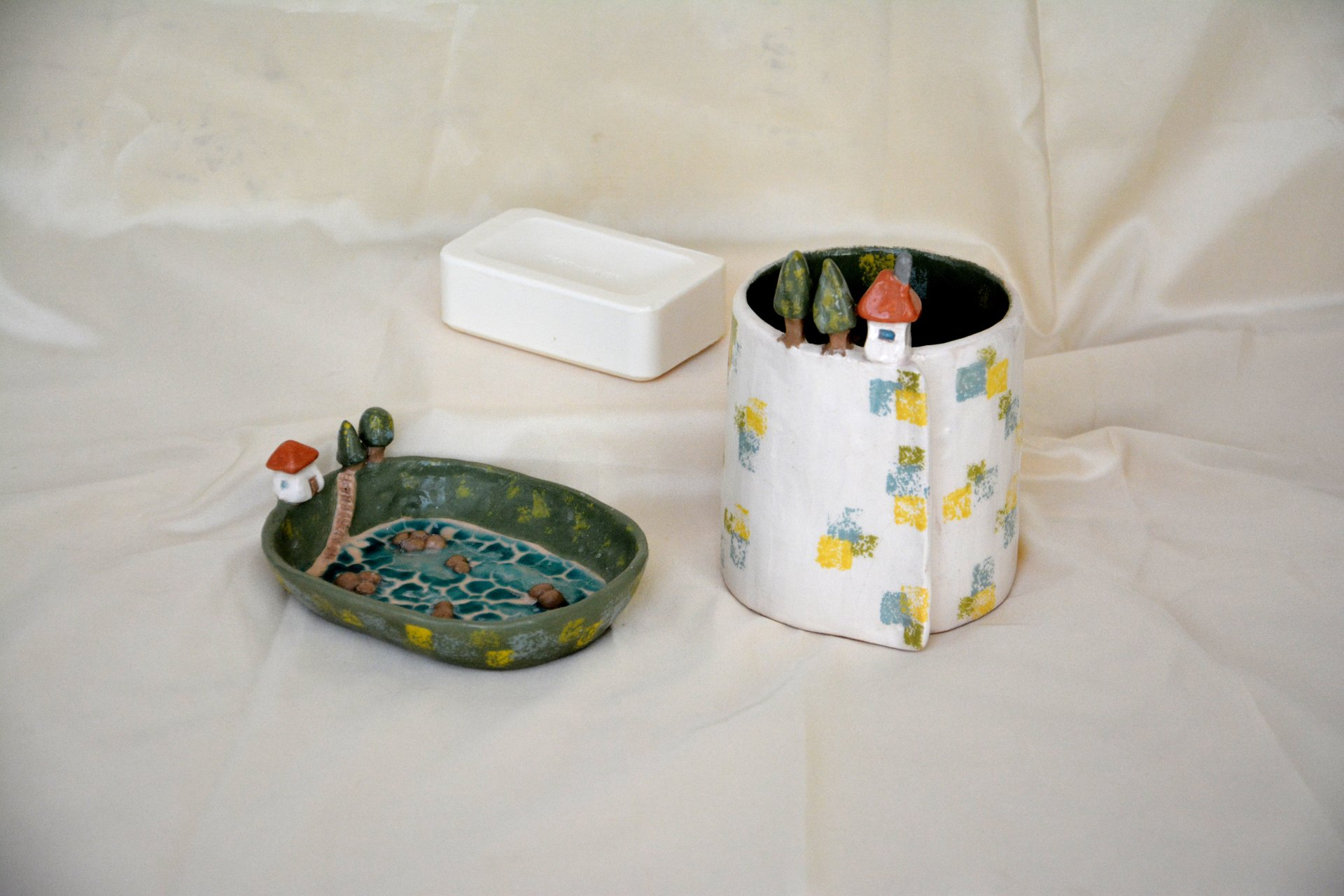 The Set House in the village - Ceramic for bathroom, glass - height 10cm, diameter 9cm, soap dish - 13cm * 10cm, photo 1 of 2.