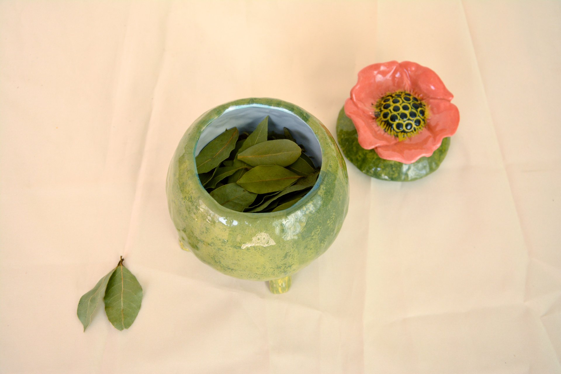 Green jar with Poppy - Ceramic jars, 12 cm * 12 cm, height - 15 cm, photo 3 of 3.