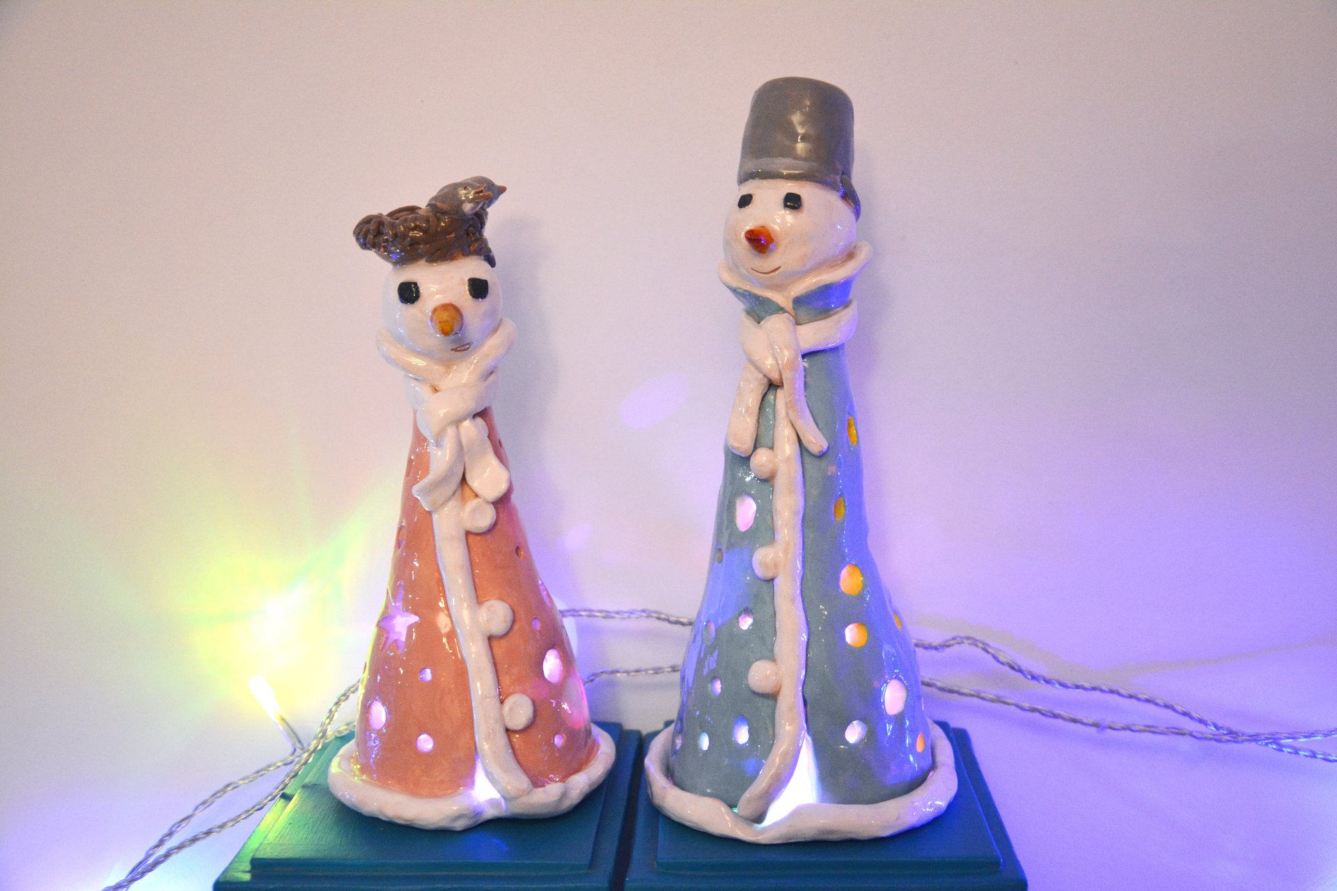 A couple of Snowmen - Ceramic new year's decor, height - 19 cm and 23 cm, photo 1 of 2.