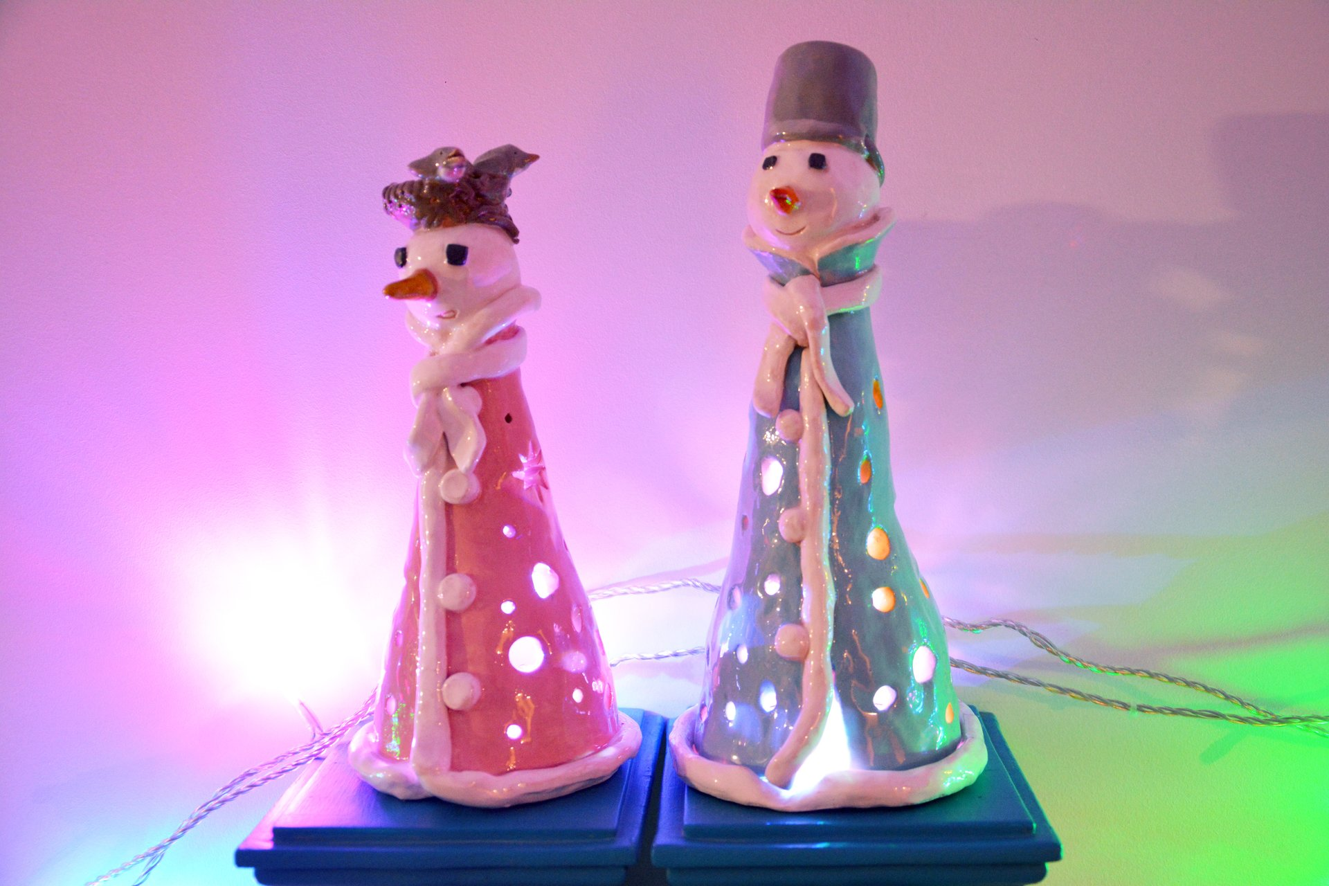 A couple of Snowmen - Ceramic new year's decor, height - 19 cm and 23 cm, photo 2 of 2.