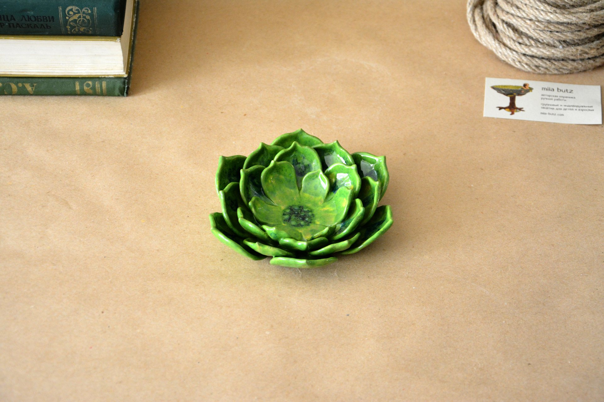 Light green candle holder a Succulent - Ceramic Candl-holders, diameter - 14 cm, photo 1 of 4.