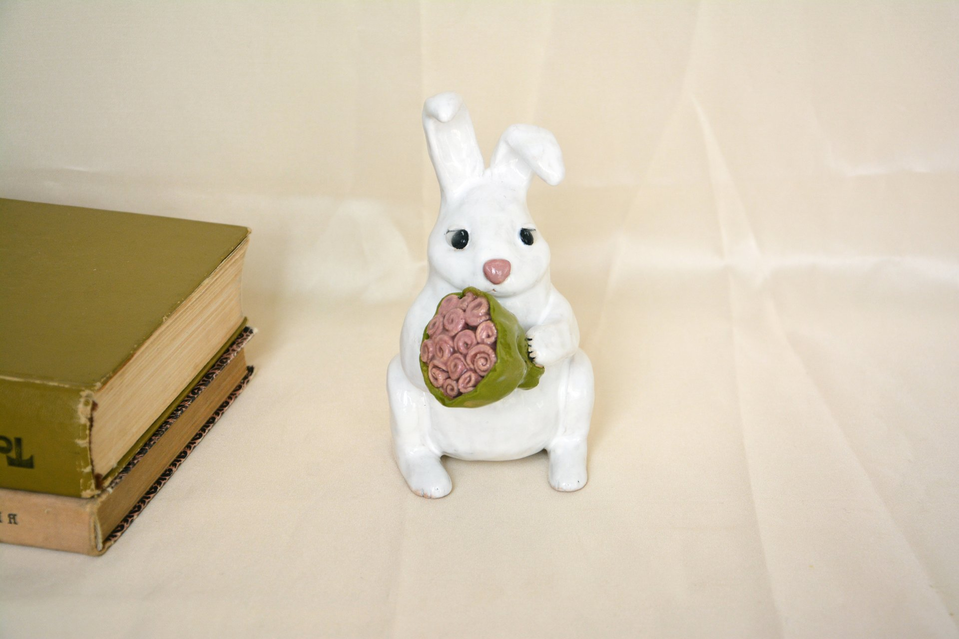 Bunny with bouquet for mom - Animals and birds, height - 13 cm, photo 1 of 2.