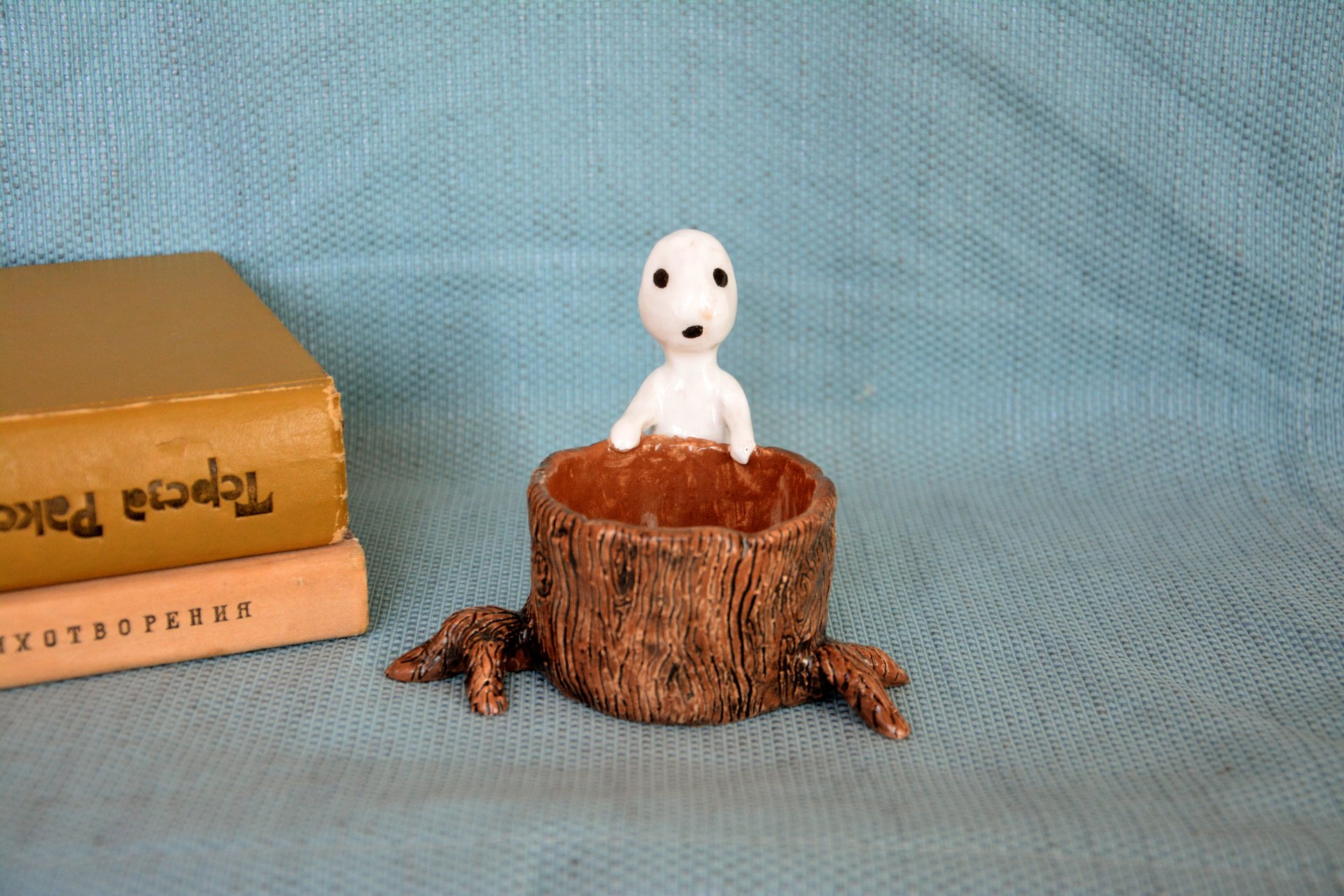Kodama figurine tree spirit behind the stump, height - 9 cm, diameter of the stump - 6 cm, photo 8 of 8.