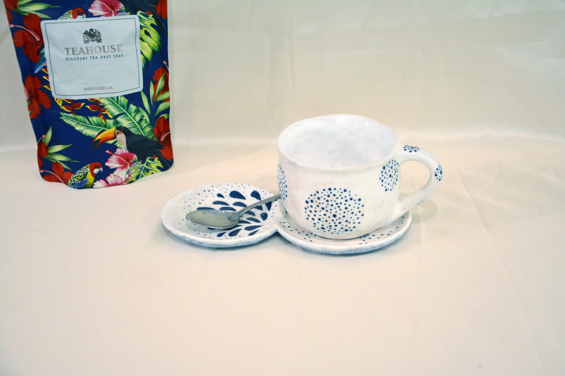 A pair of white cups with a blue Dot-Circle pattern - Cups, glasses, mugs, 300 ml and 200 ml, photo 4 of 4.