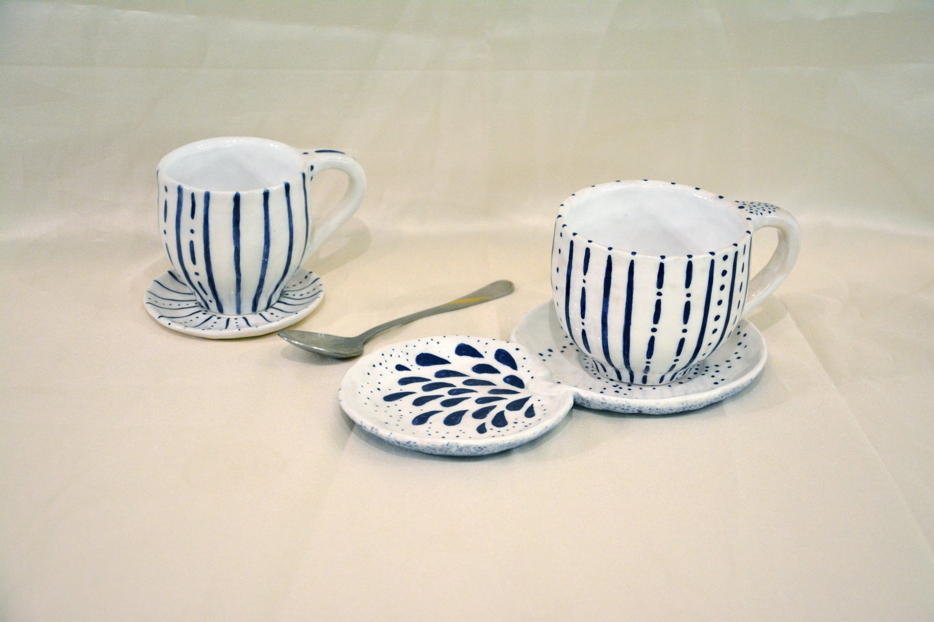 A pair of white cups with a blue pattern Strips — Points - Cups, glasses, mugs, 250 ml and 150 ml, photo 1 of 3.