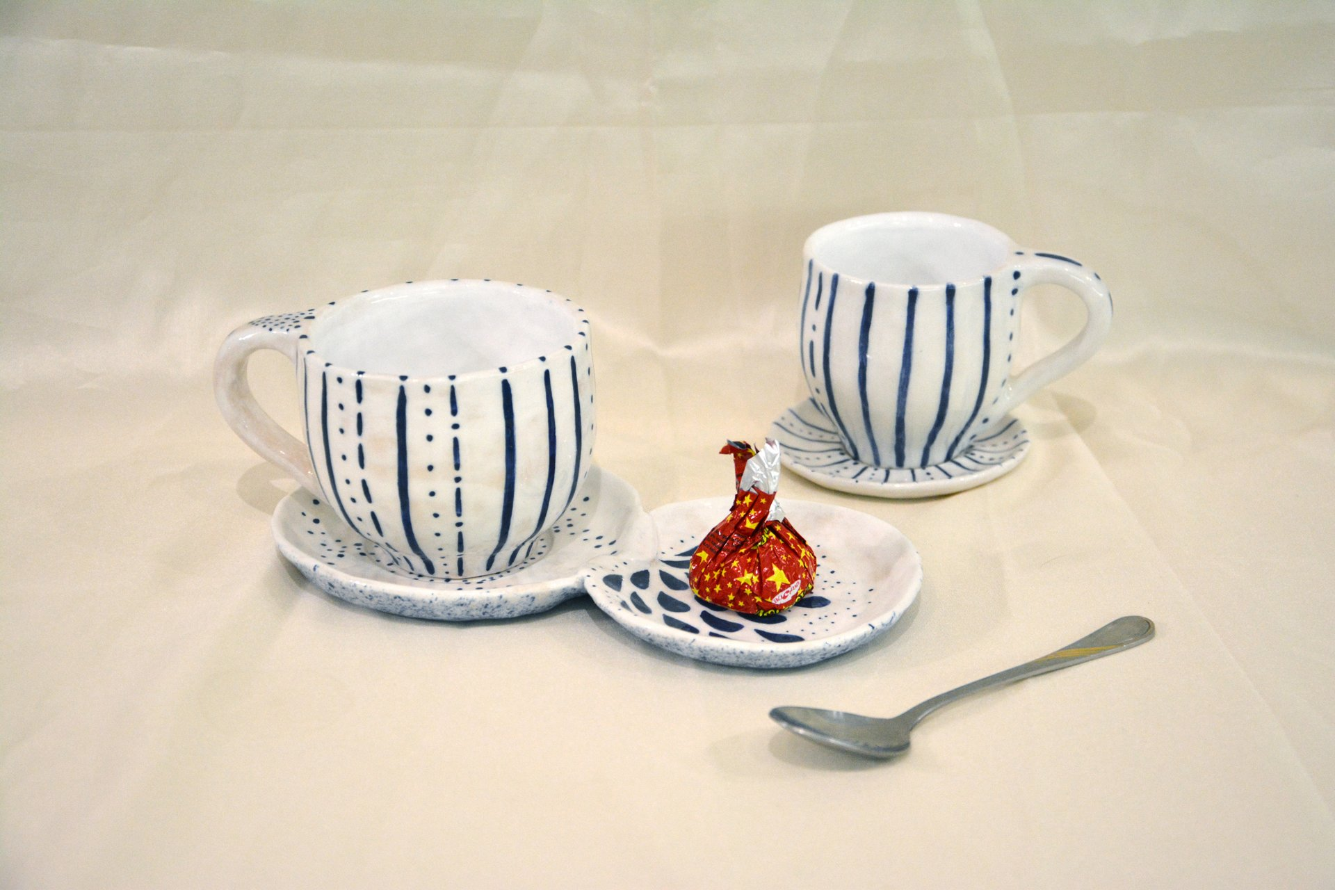 A pair of white cups with a blue pattern Strips — Points - Cups, glasses, mugs, 250 ml and 150 ml, photo 3 of 3.