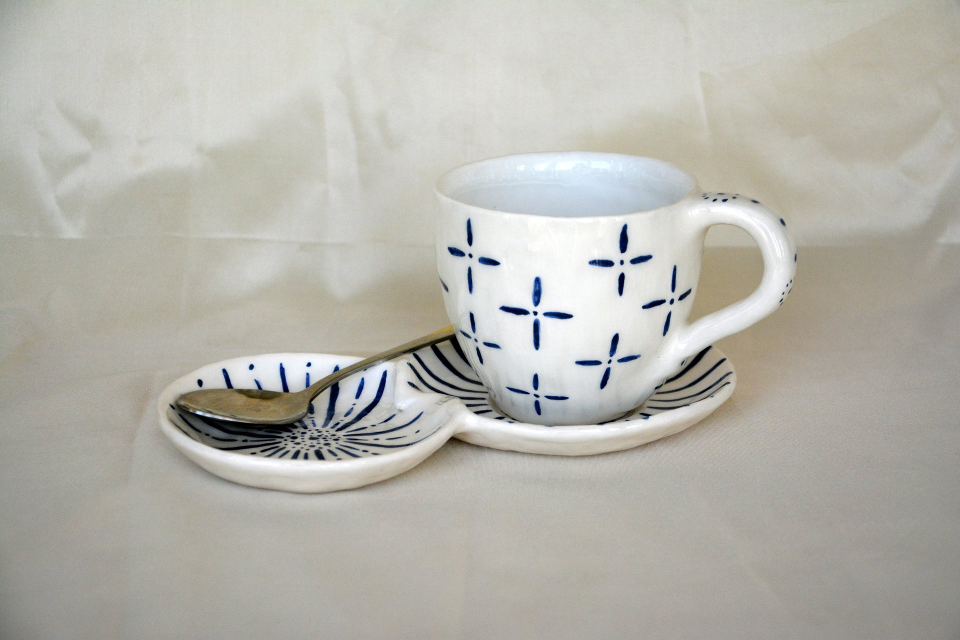 White with blue pattern Crosses - Cups, glasses, mugs, height - 7,5 cm, volume - 250 ml, photo 1 of 4.