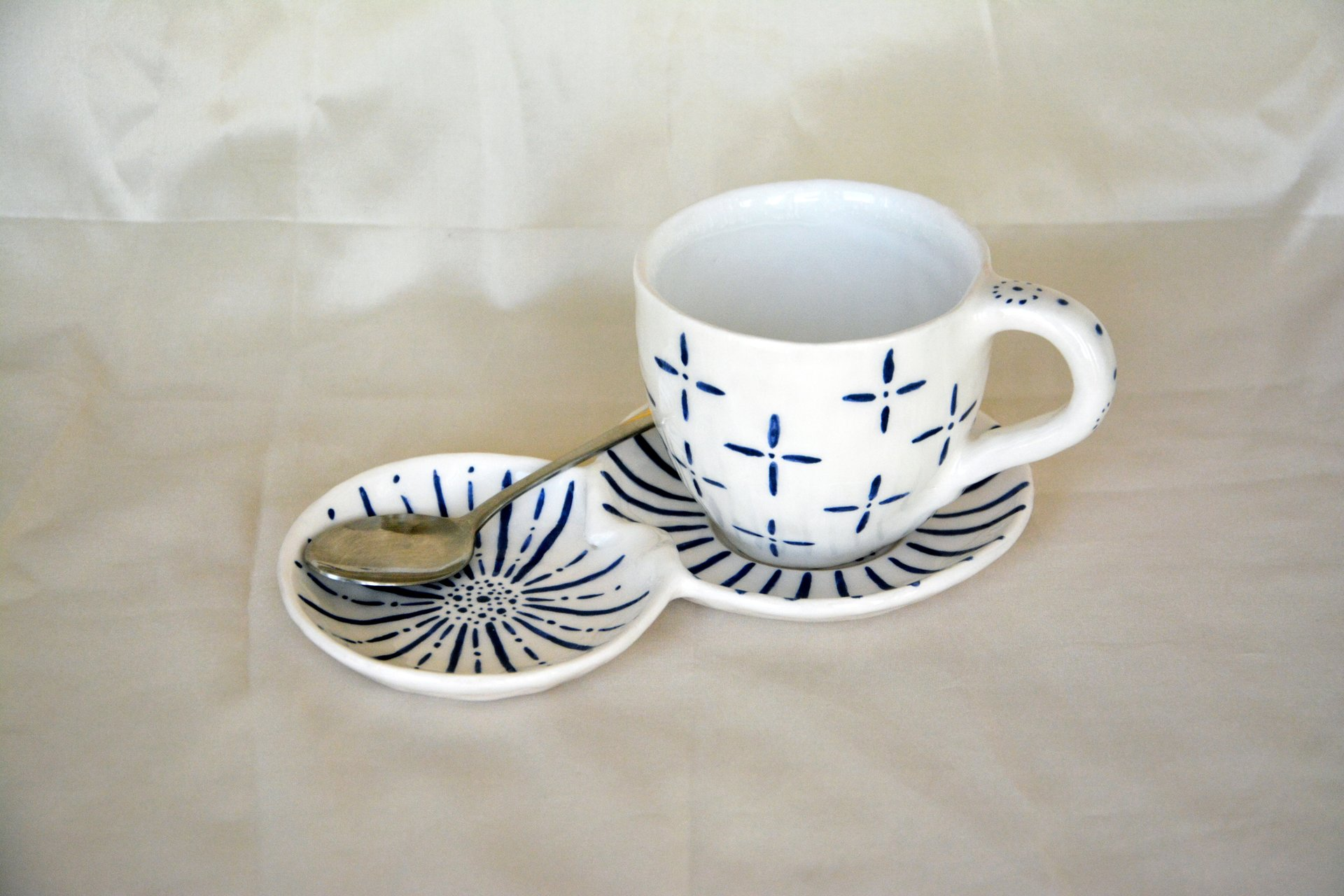 White with blue pattern Crosses - Cups, glasses, mugs, height - 7,5 cm, volume - 250 ml, photo 2 of 4.