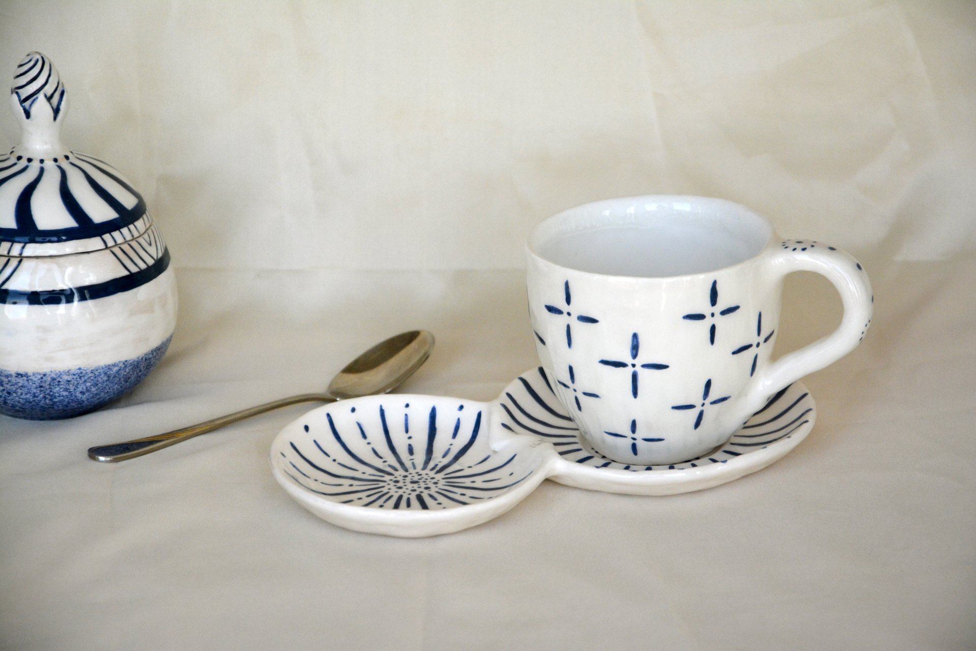White with blue pattern Crosses - Cups, glasses, mugs, height - 7,5 cm, volume - 250 ml, photo 3 of 4.