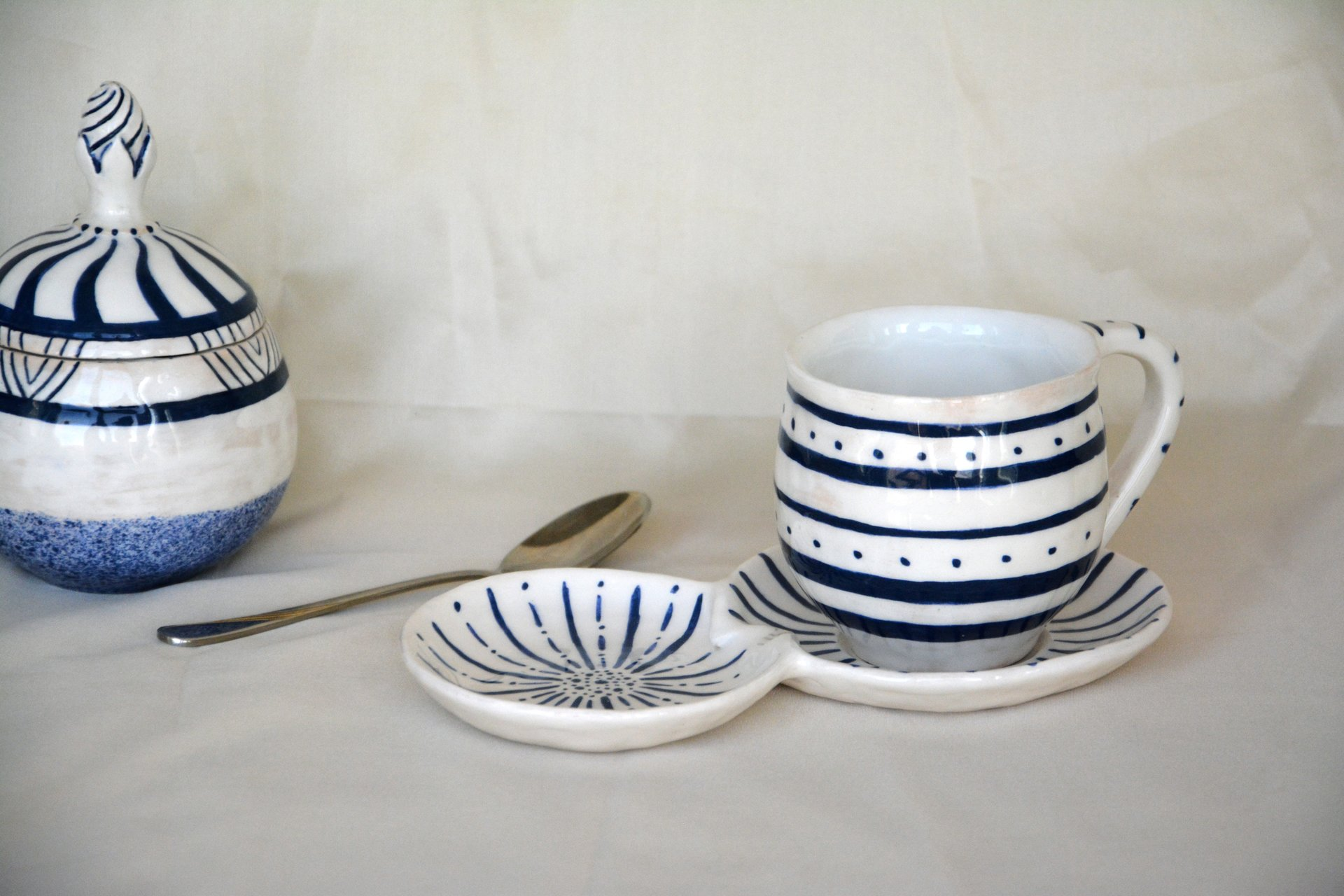White with blue pattern Strips - Cups, glasses, mugs, height - 7,5 cm, volume - 250 ml, photo 3 of 4.