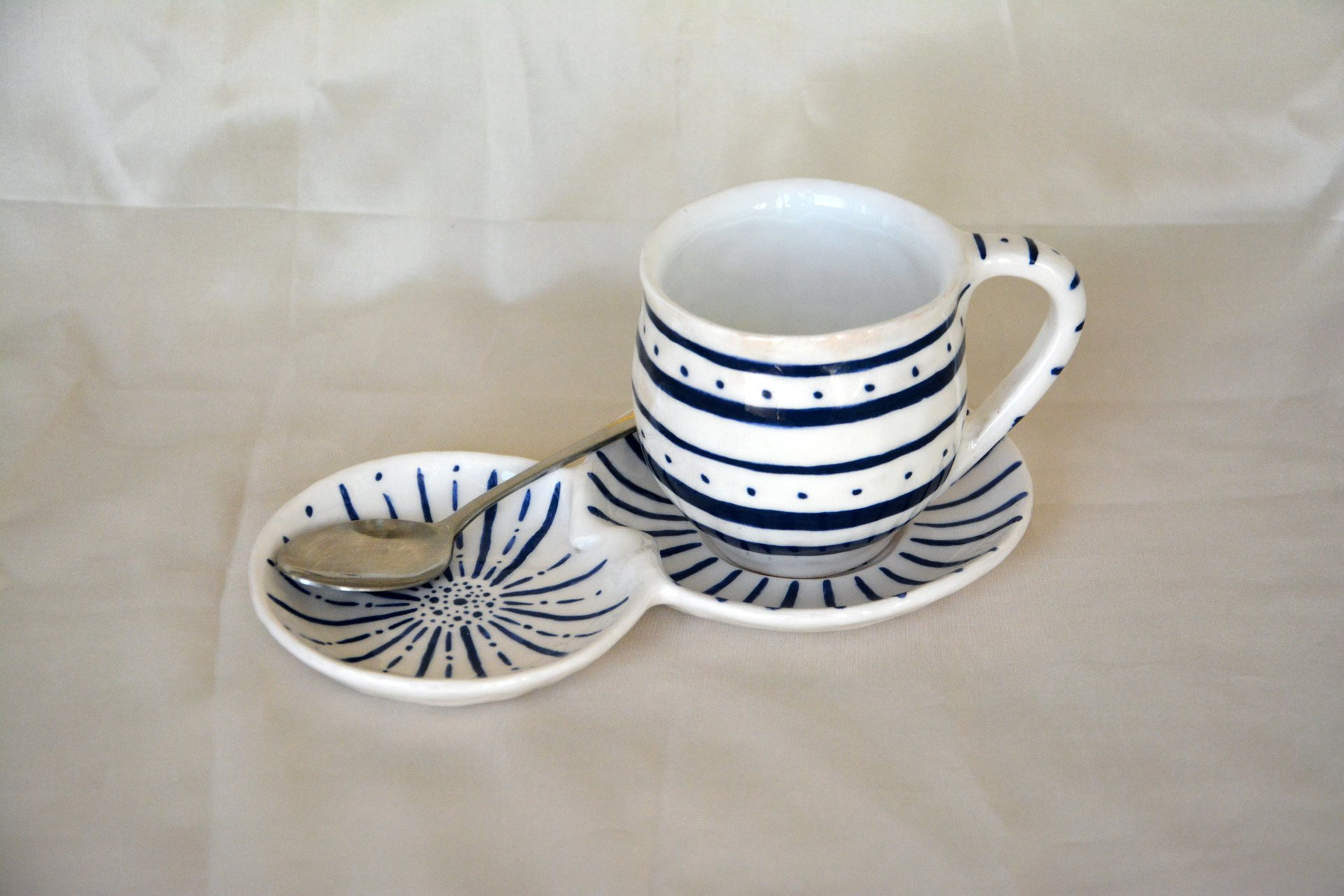 White with blue pattern Strips - Cups, glasses, mugs, height - 7,5 cm, volume - 250 ml, photo 2 of 4.