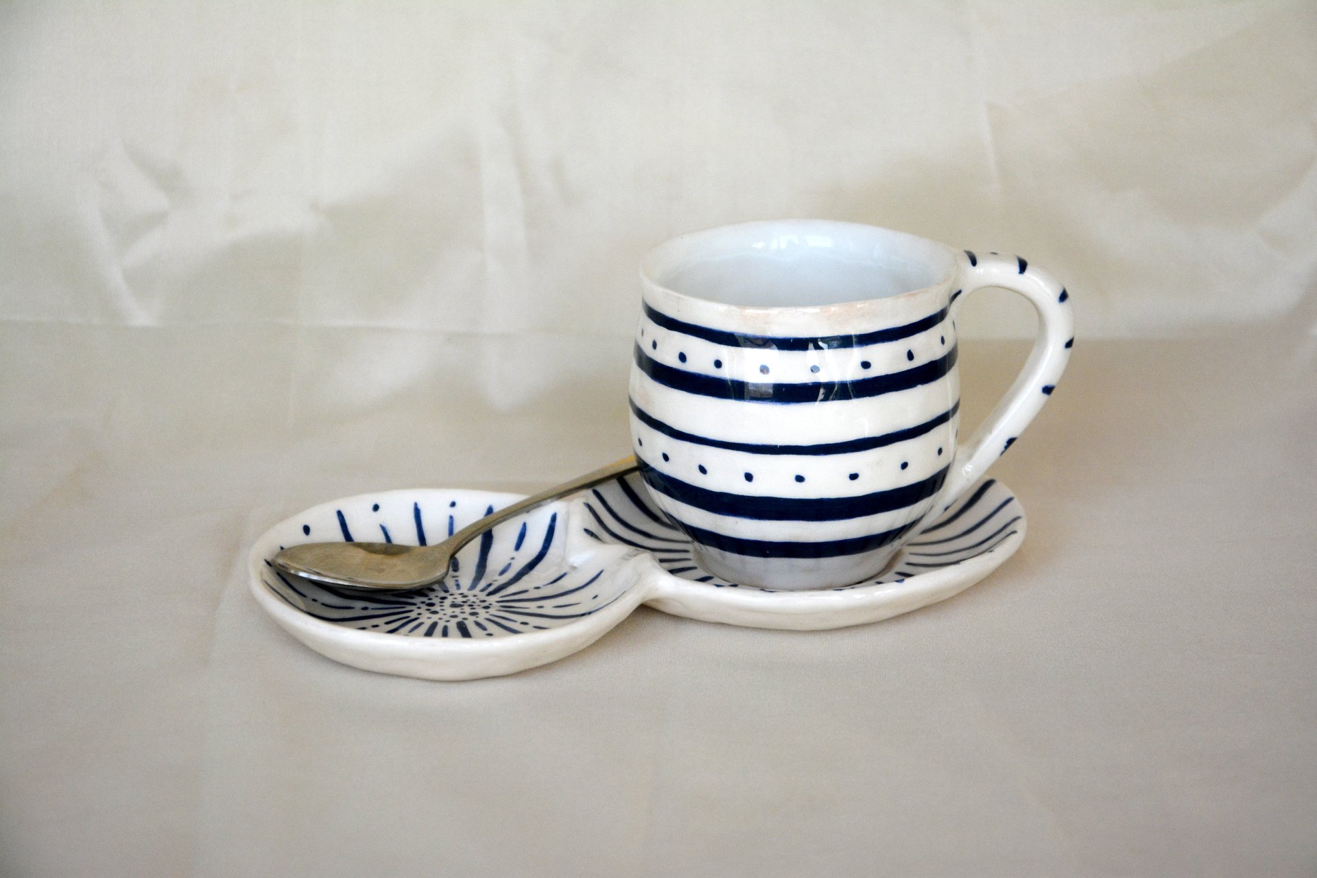 White with blue pattern Strips - Cups, glasses, mugs, height - 7,5 cm, volume - 250 ml, photo 1 of 4.