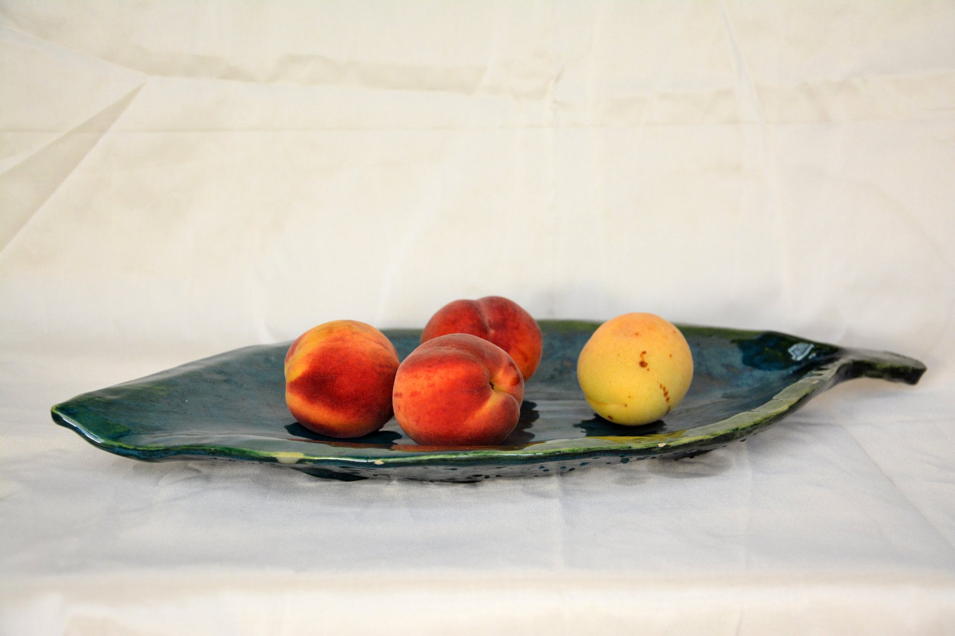 Fruit dish Leaf - Ceramic dishes, 46 * 23 cm, photo 2 of 3.