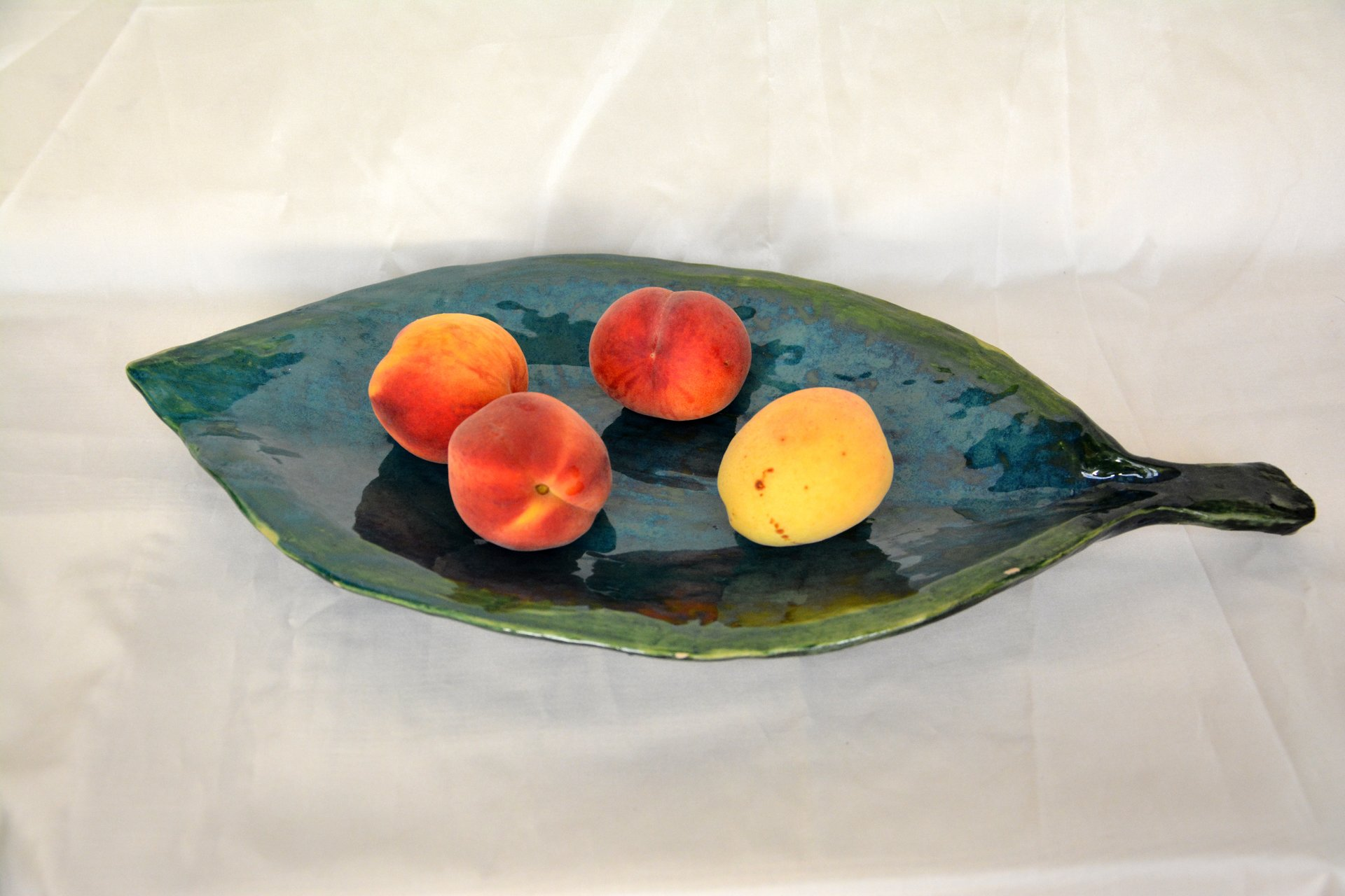 Fruit dish Leaf - Ceramic dishes, 46 * 23 cm, photo 3 of 3.