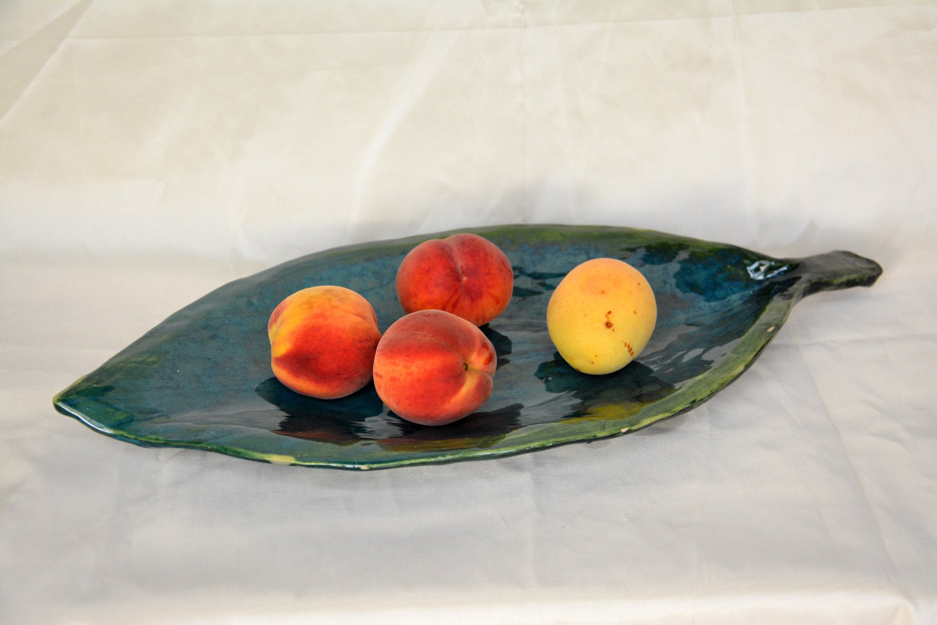 Fruit dish Leaf - Ceramic dishes, 46 * 23 cm, photo 1 of 3.