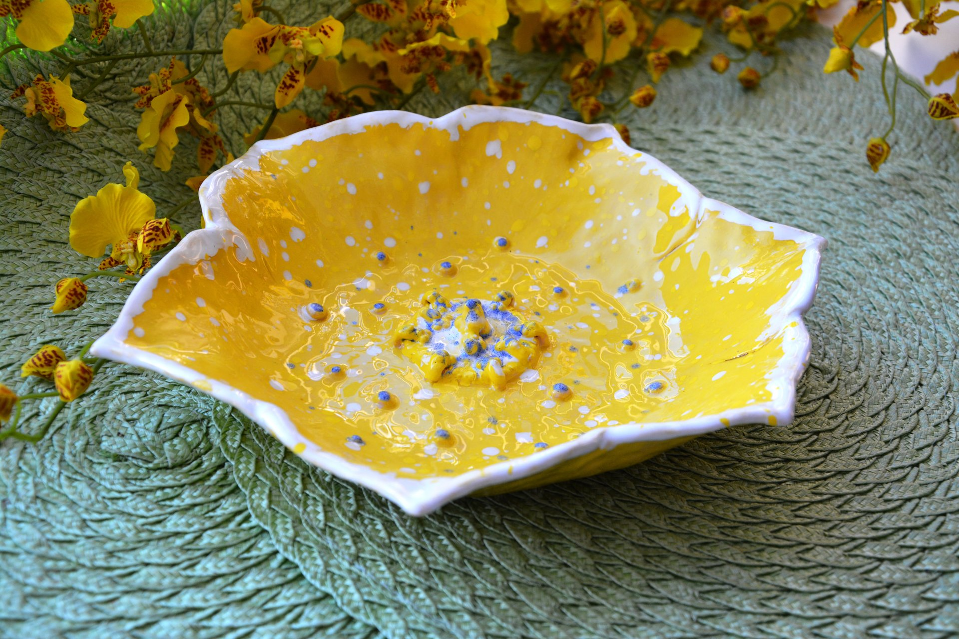 Yellow flower - Ceramic dishes, max diameter - 25 cm, photo 2 of 3.