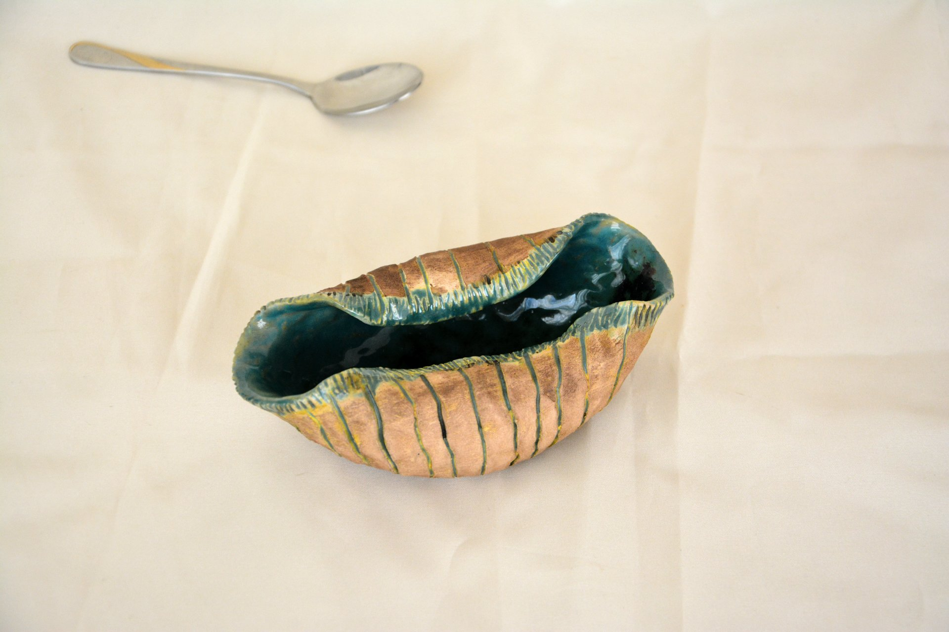 Sea shell - Pialy and sauceboats, height 5 cm, length - 15 cm, photo 1 of 1.