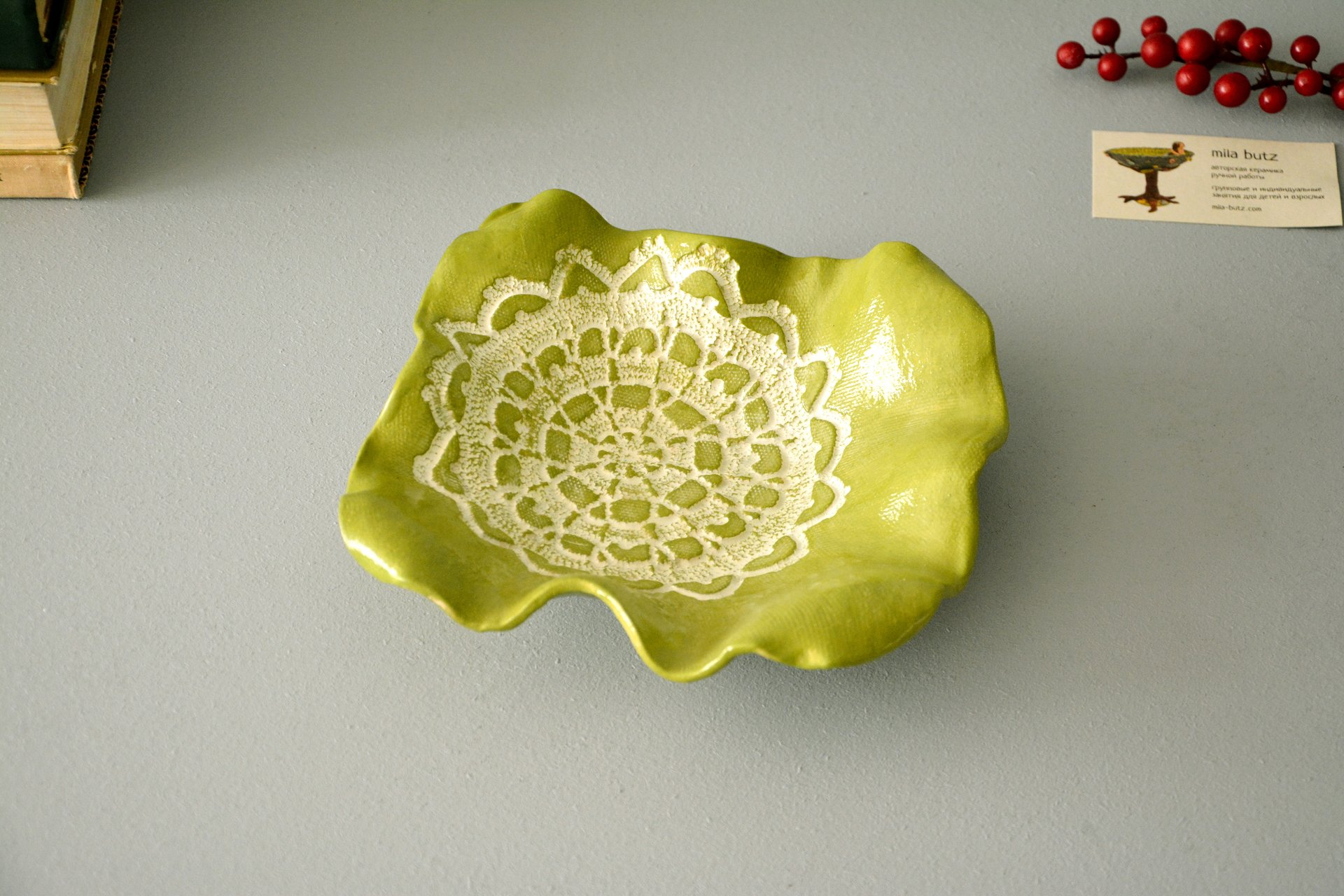 Green ceramic green square dish, dimensions 20 * 20 cm, height - 5,5 cm, photo 1 of 3.