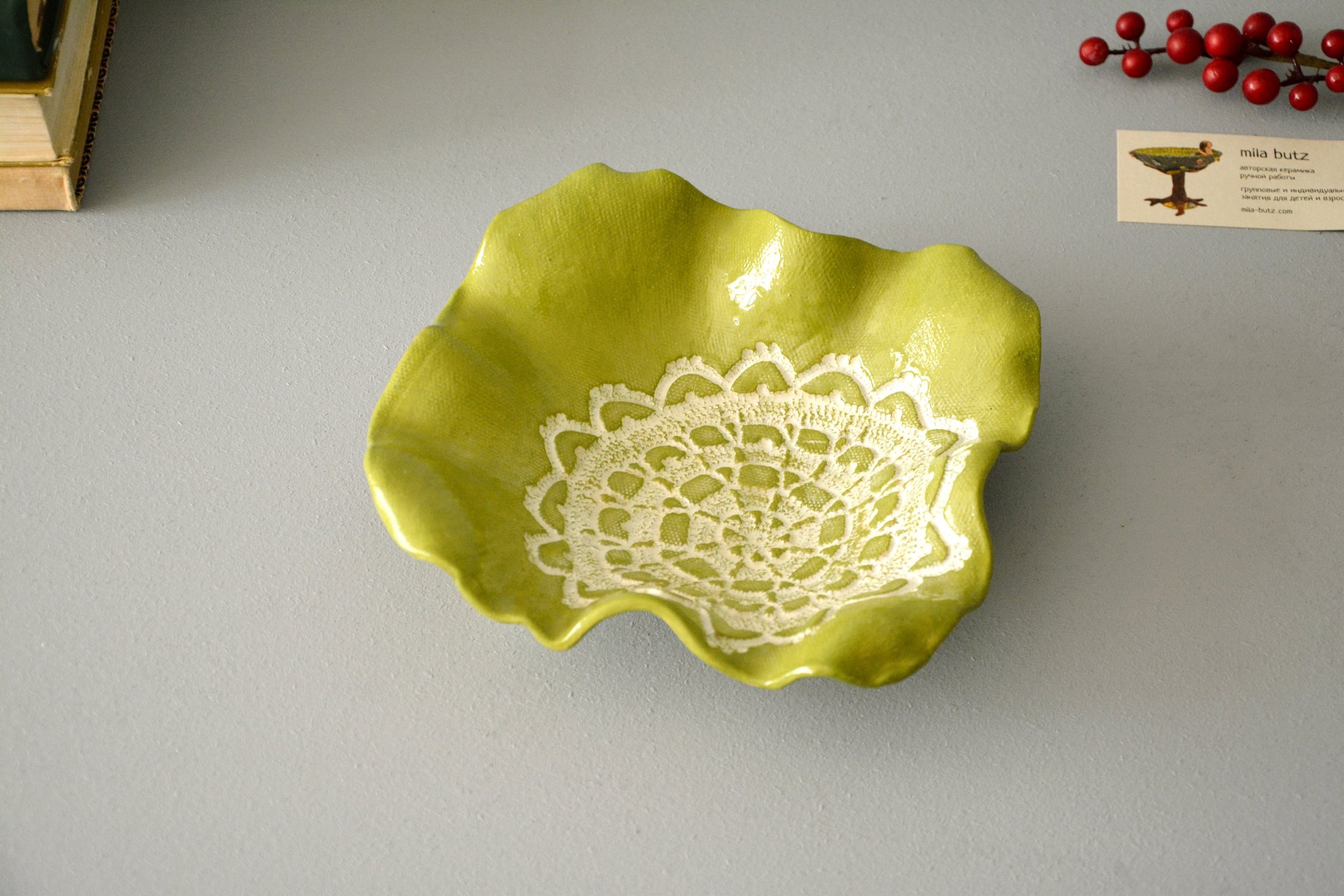 Green ceramic green square dish, dimensions 20 * 20 cm, height - 5,5 cm, photo 2 of 3.