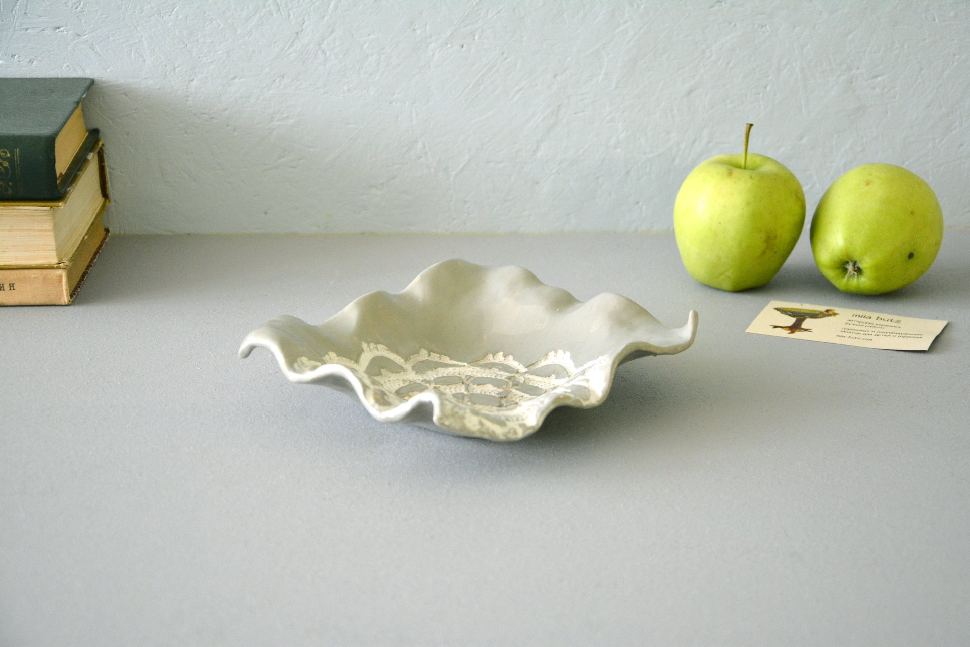 Ceramic square plate of gray color, length, width - 16 cm, height - 4 cm, photo 2 of 4.
