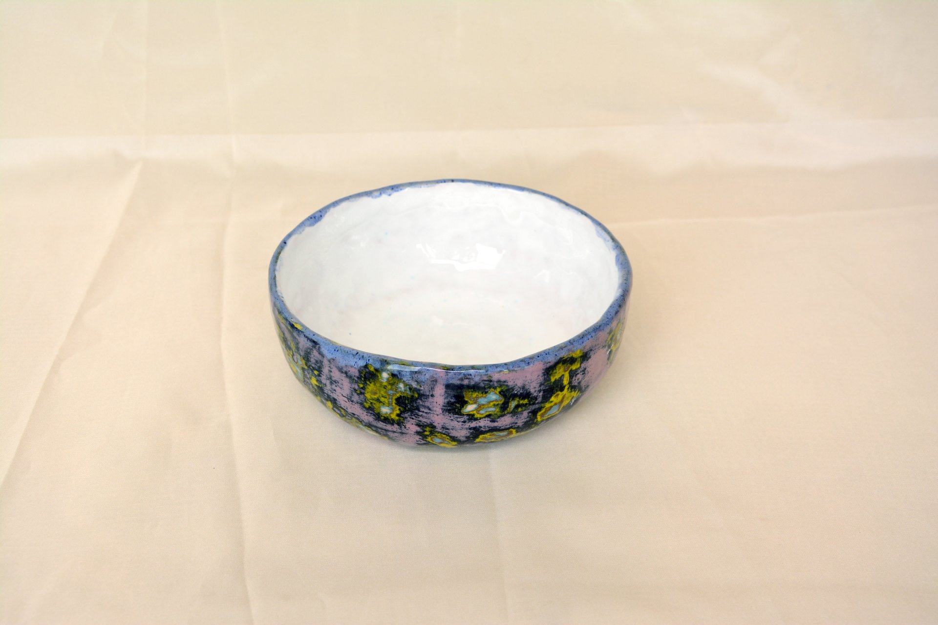 Multilayer lilac - Сeramic Plates, diameter - 14 cm, height - 5.5 cm, photo 2 of 3.