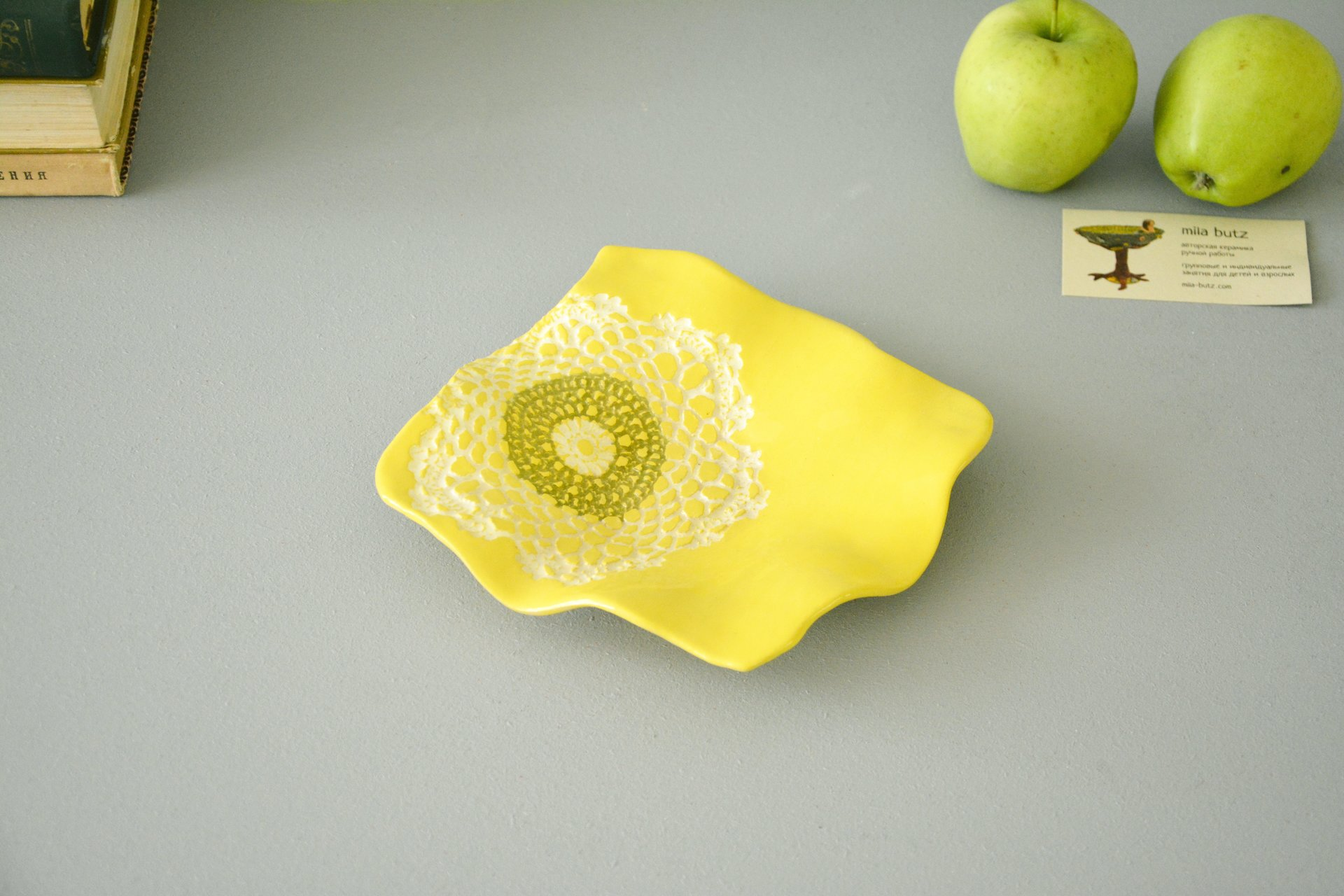 Ceramic plate of yellow square shape, width*height - 17 * 18 cm, height - 3.5 cm, photo 1 of 4.