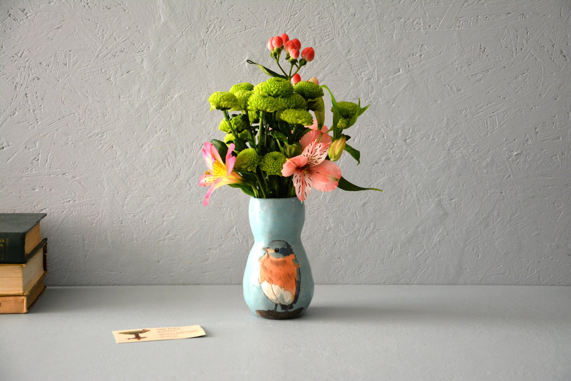 Small Vase or flowers «Bird Rubecula», height - 13 cm. Photo 587.