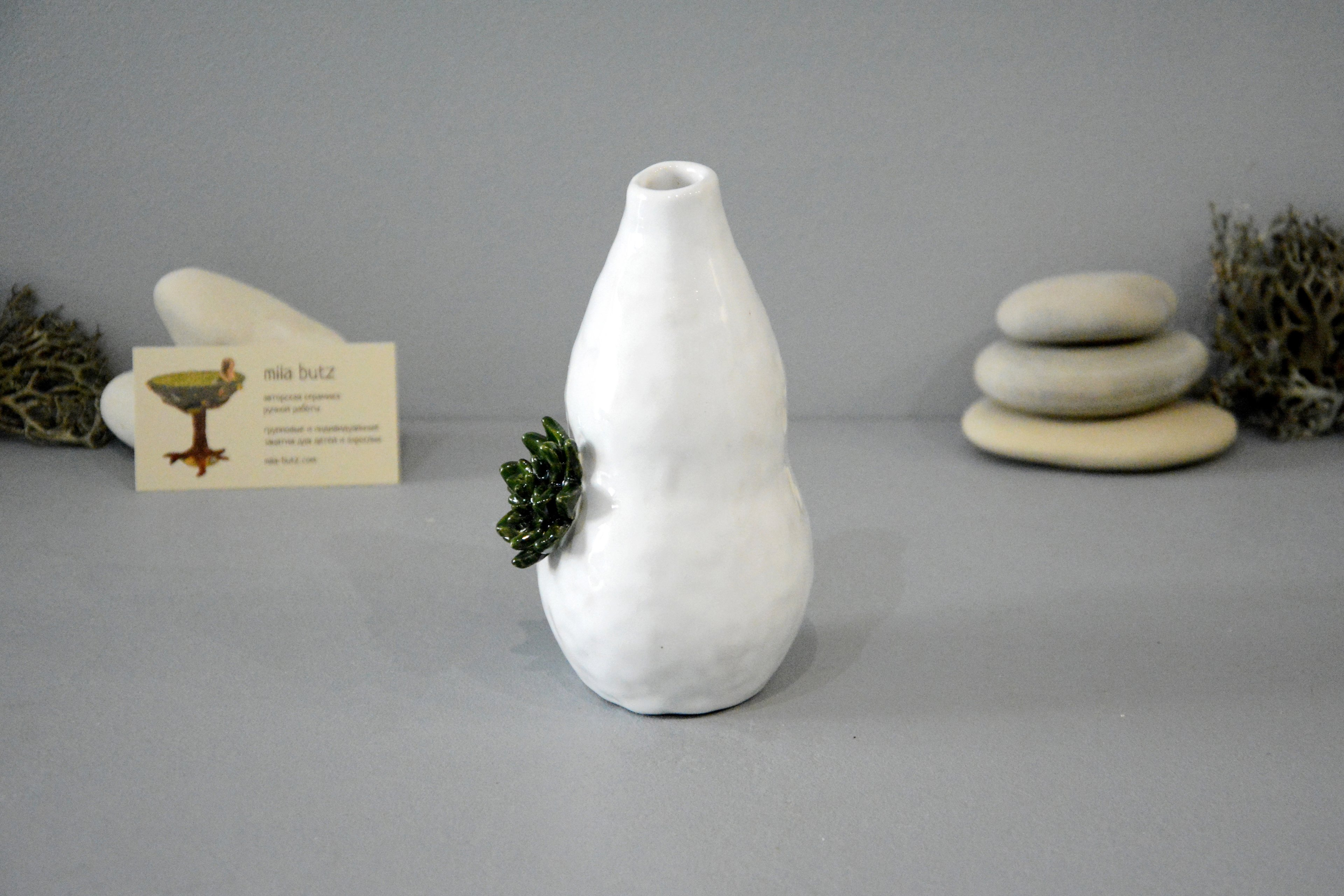 Interior vase «Echeveria», height - 16 cm, color - white. Photo 1362.