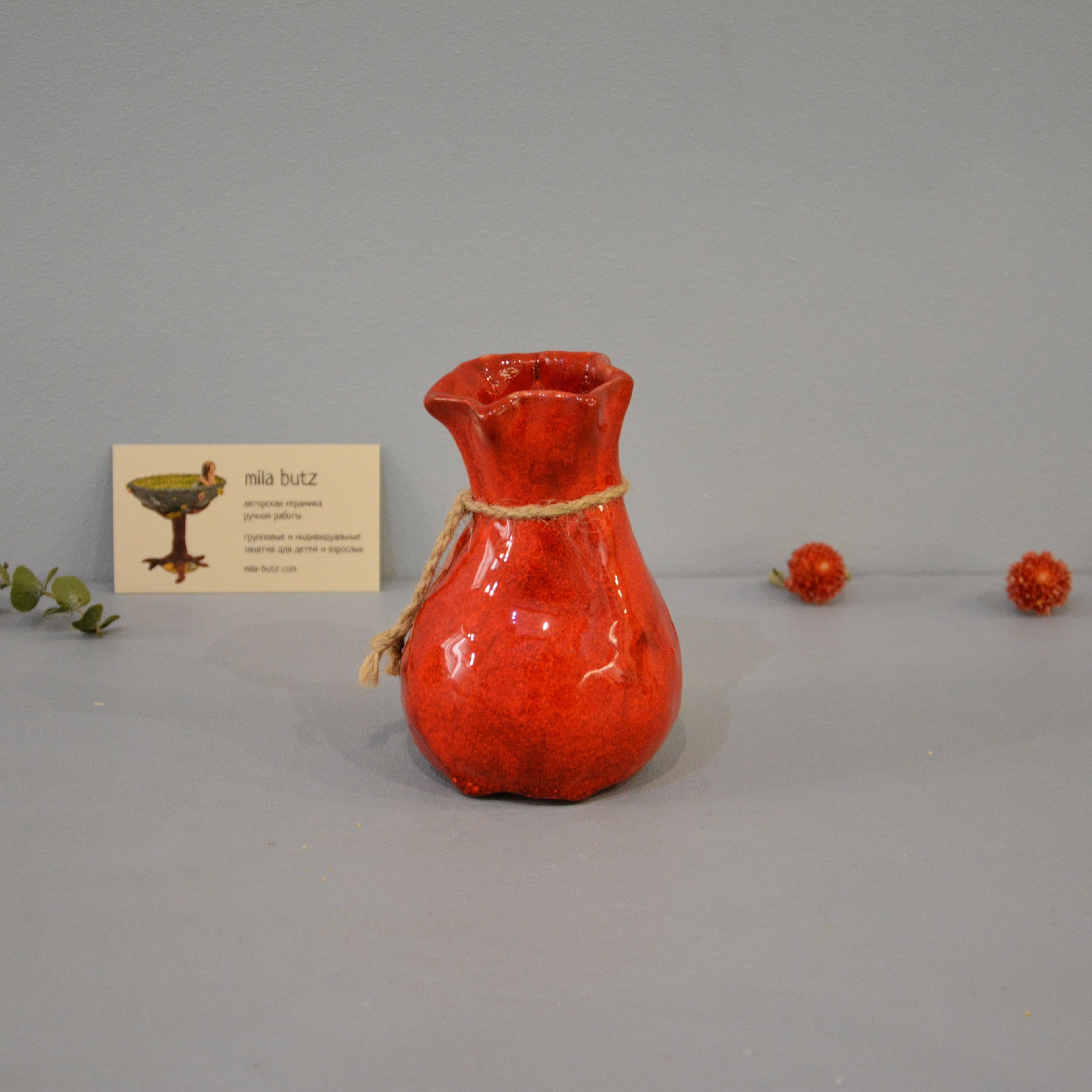 Interior vase «Red Bagful», height - 12 cm, color - red. Photo 1437-3840-3840.