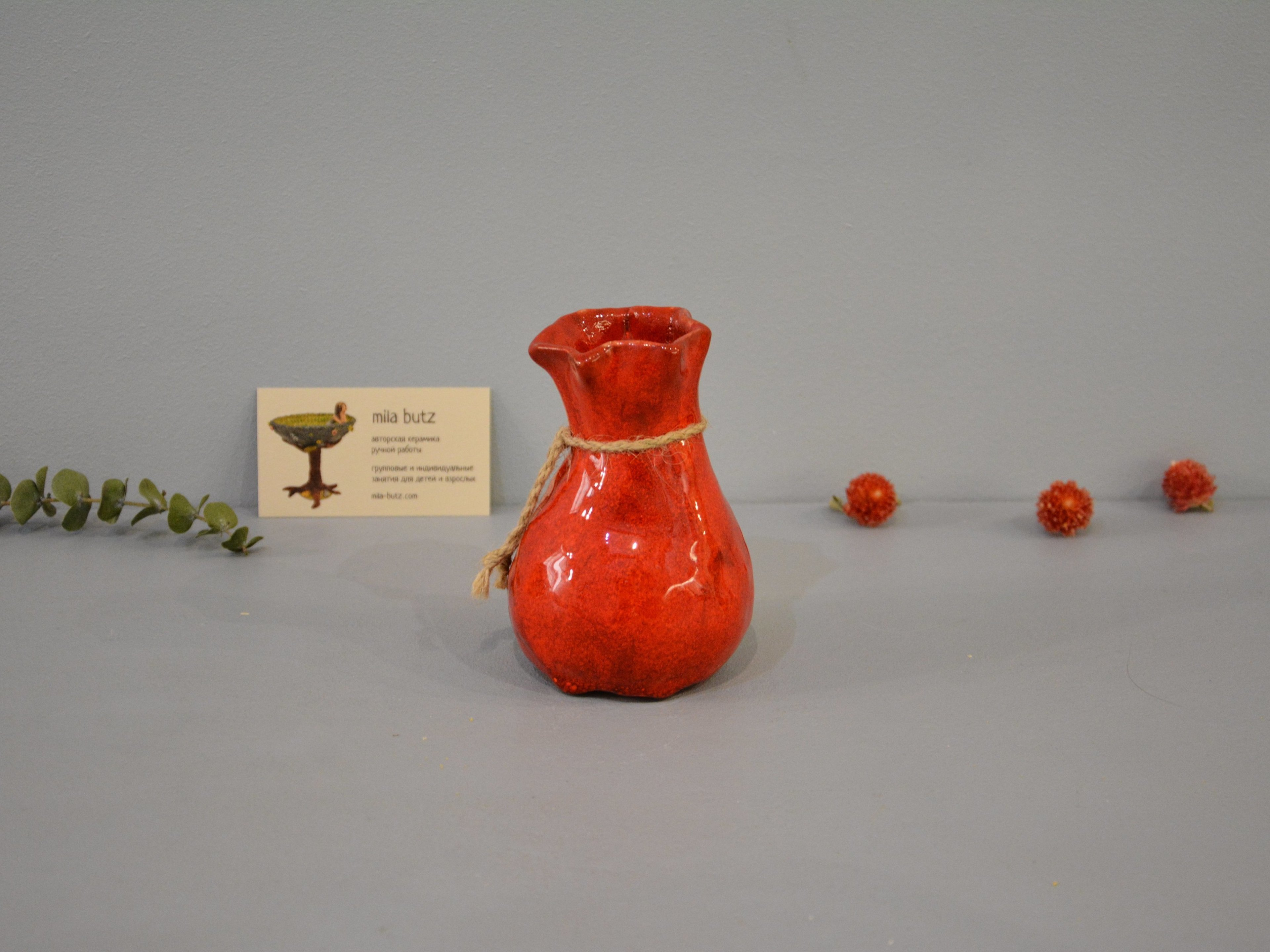 Interior vase «Red Bagful», height - 12 cm, color - red. Photo 1437-3840-2880.