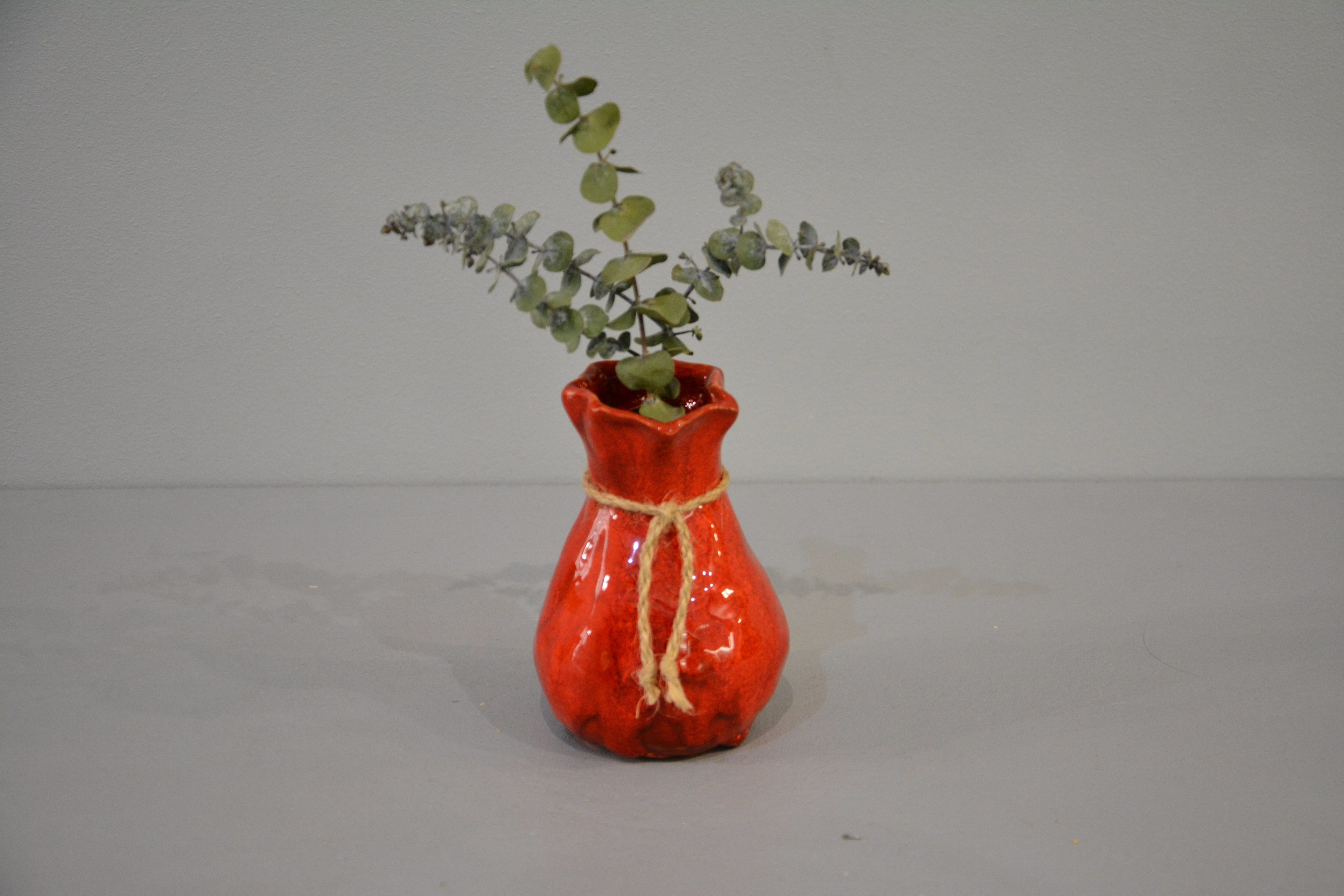 Interior vase «Red Bagful», height - 12 cm, color - red. Photo 1430.