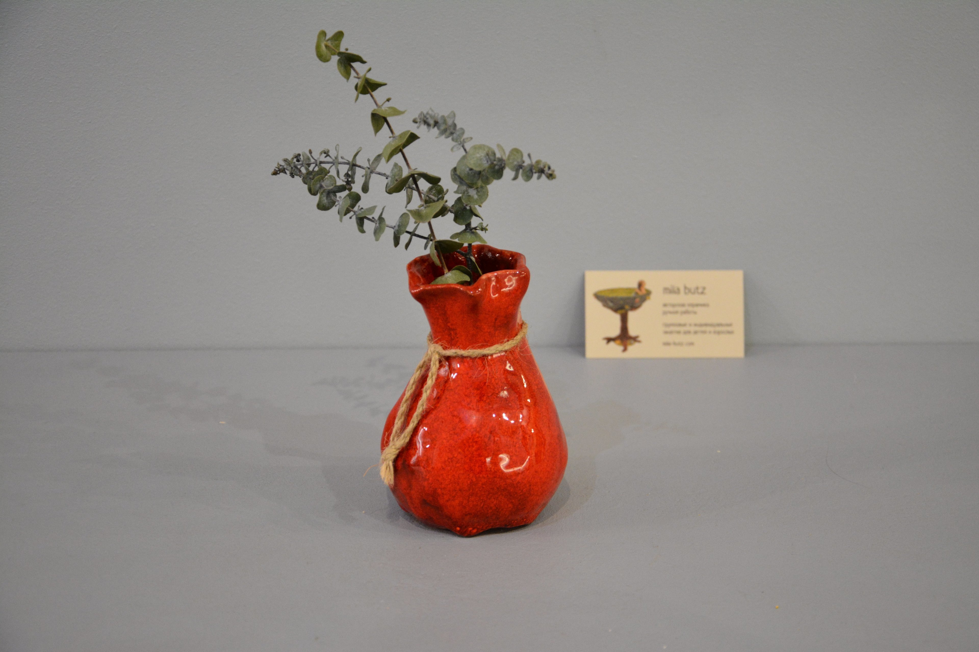 Interior vase «Red Bagful», height - 12 cm, color - red. Photo 1434.