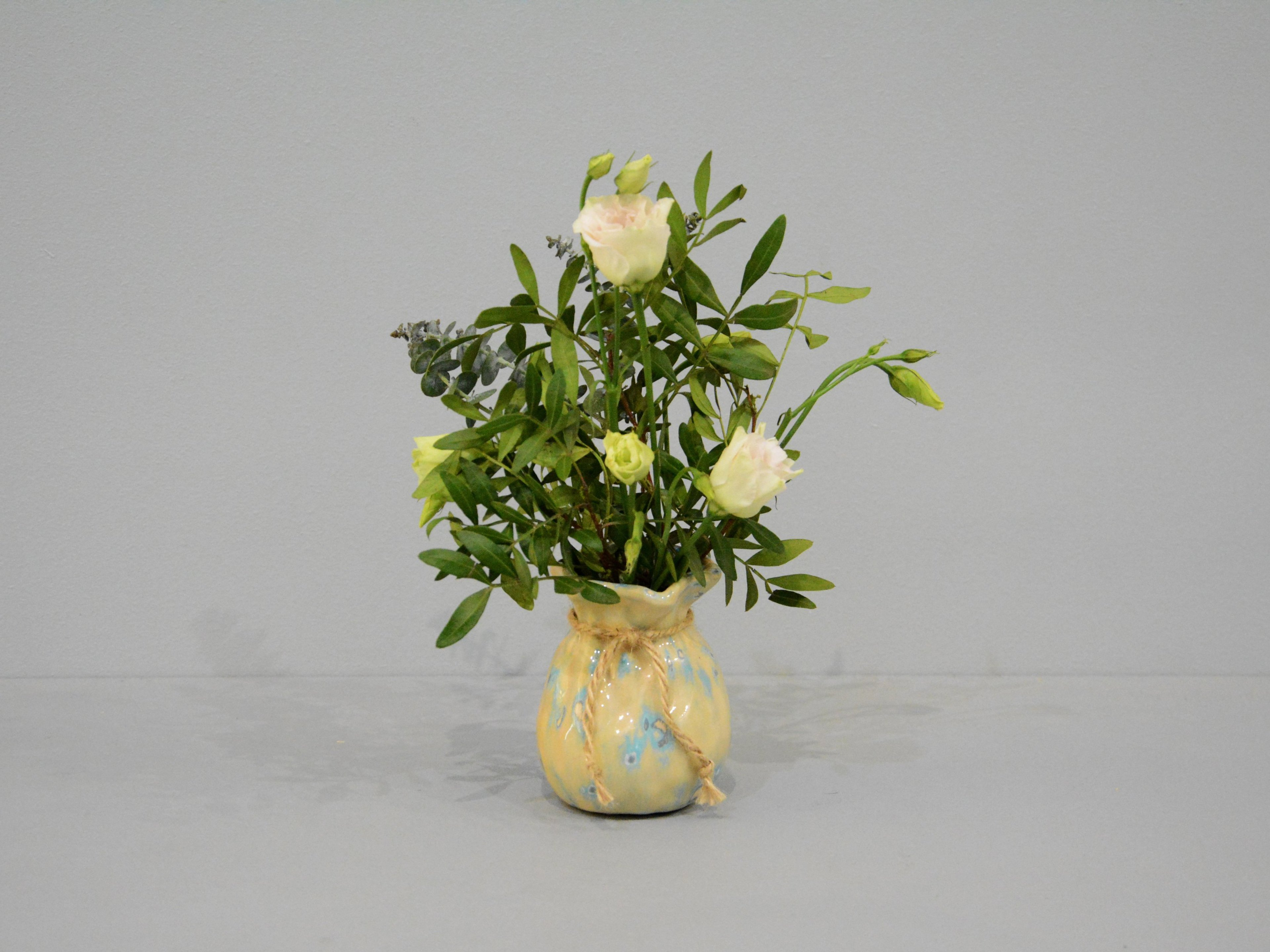 Small Vase or flowers «Beige Bagful», height - 9 cm, color - beige. Photo 1413-3840-2880.