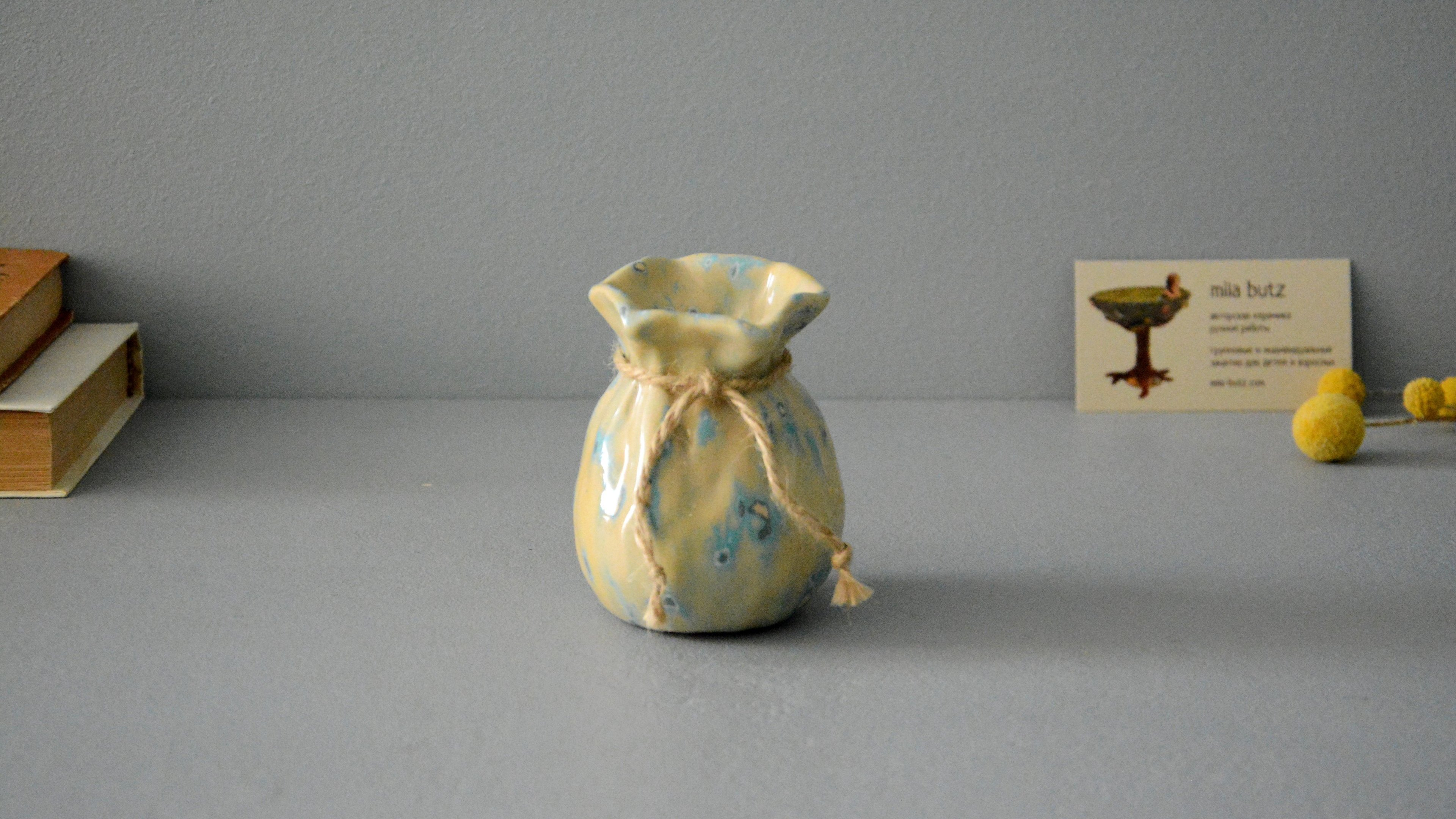 Small Vase or flowers «Beige Bagful», height - 9 cm, color - beige. Photo 1407-3840-2160.