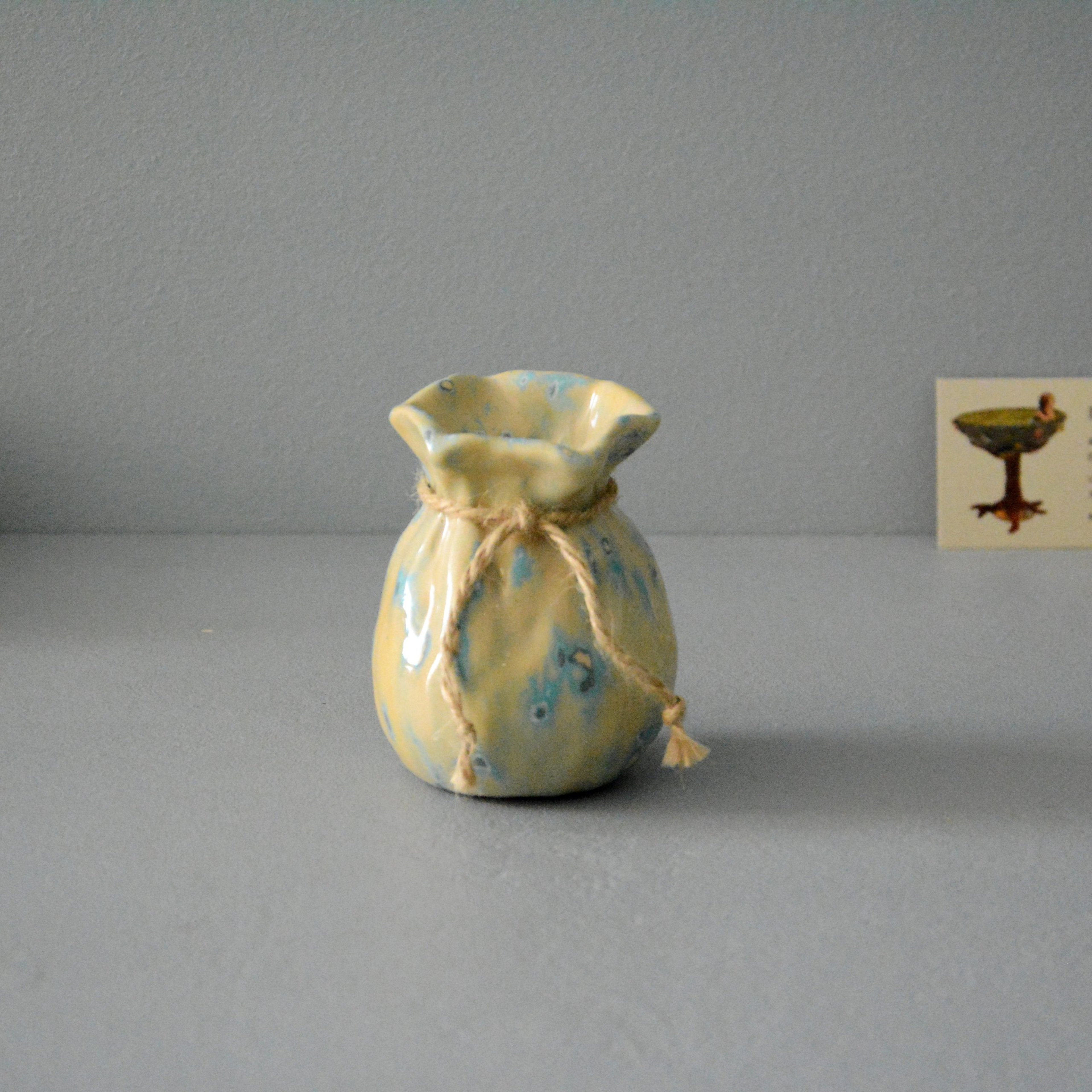 Small Vase or flowers «Beige Bagful», height - 9 cm, color - beige. Photo 1407-3840-3840.