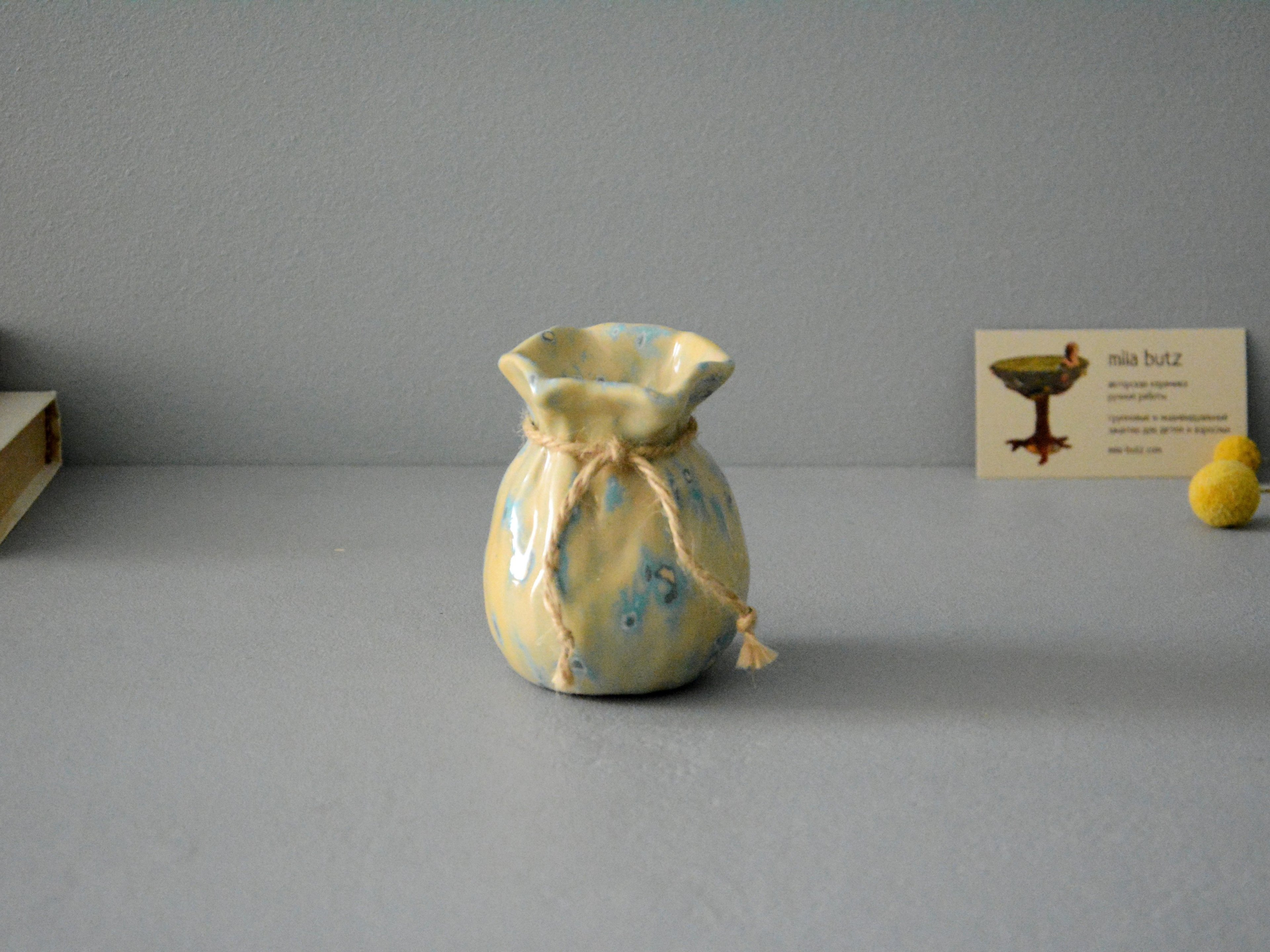 Small Vase or flowers «Beige Bagful», height - 9 cm, color - beige. Photo 1407-3840-2880.