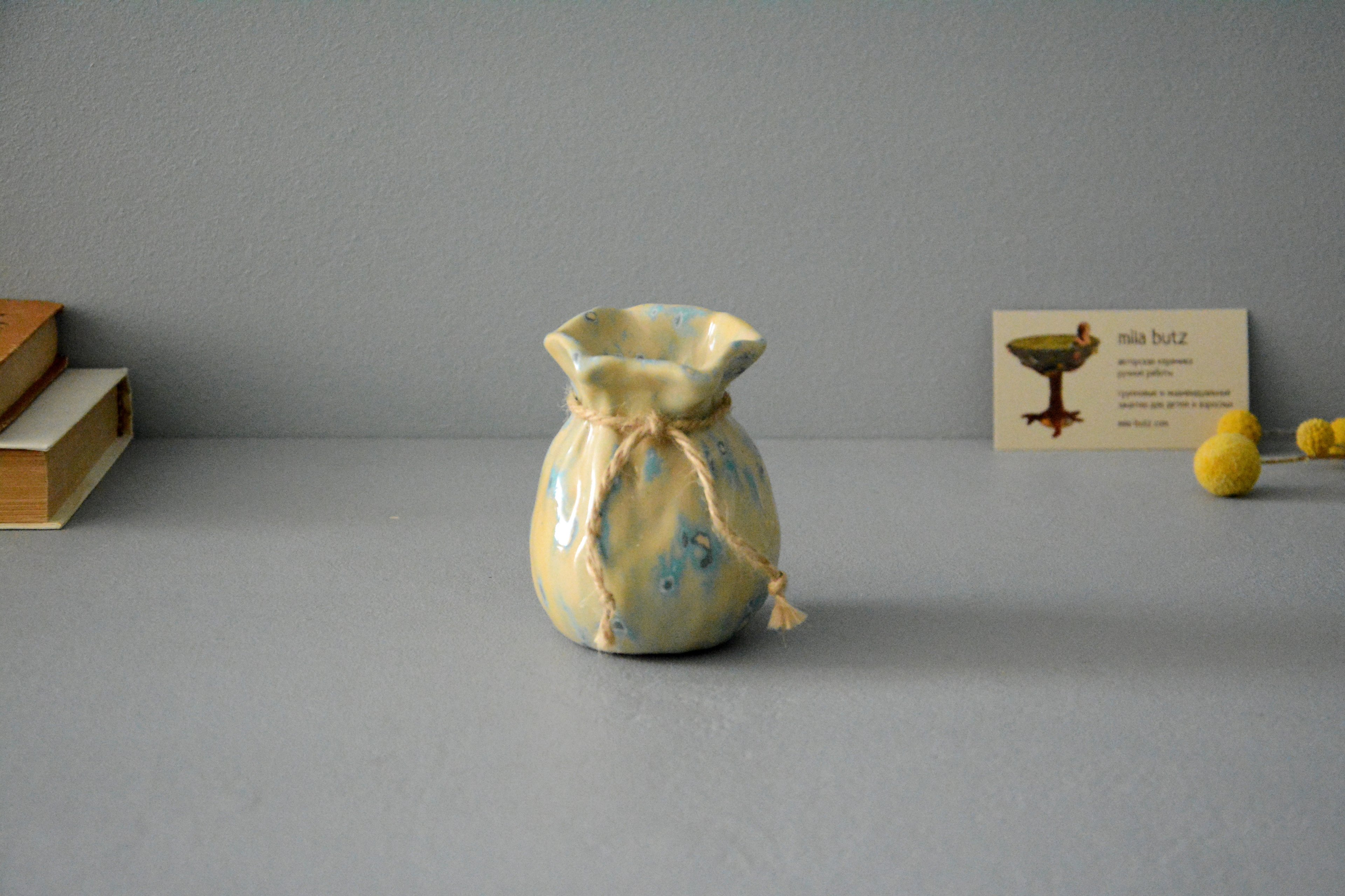 Small Vase or flowers «Beige Bagful», height - 9 cm, color - beige. Photo 1407.