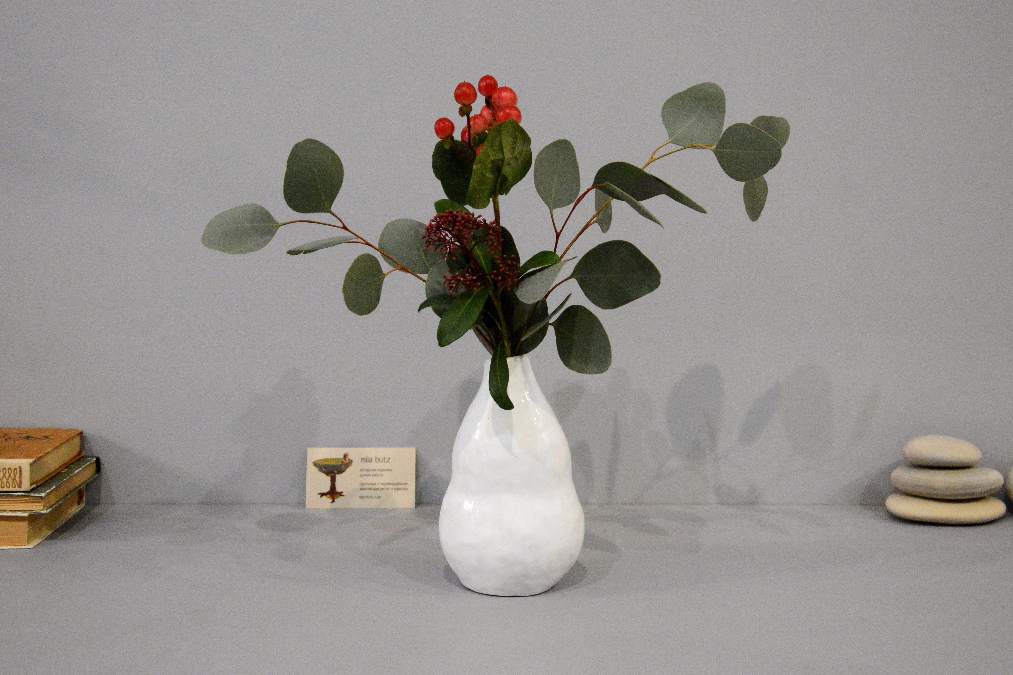 Small Vase or flowers «Echeveria», height - 16 cm, color - white. Photo 1396.
