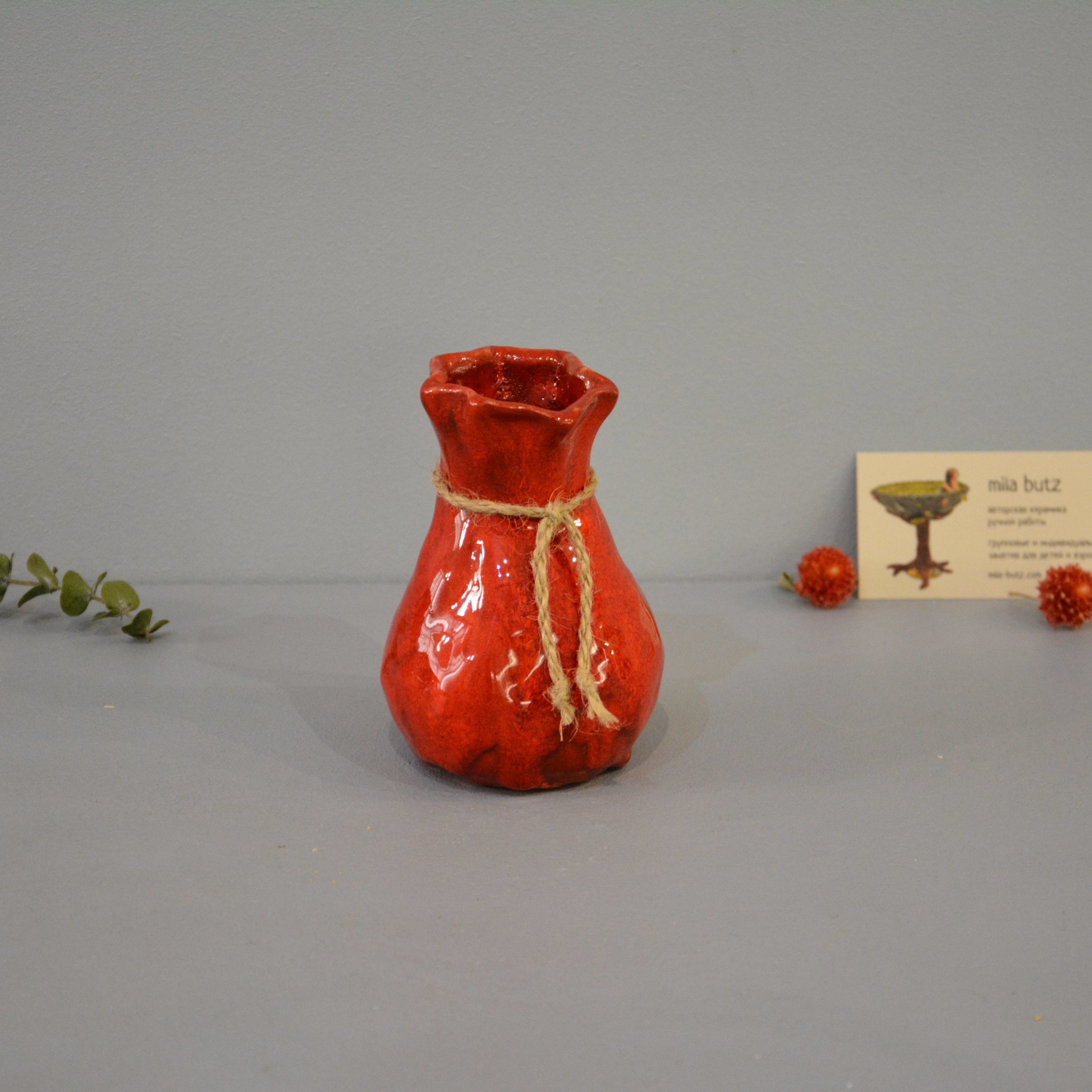 Small Vase or flowers «Red Bagful», height - 12 cm, color - red. Photo 1435-3840-3840.