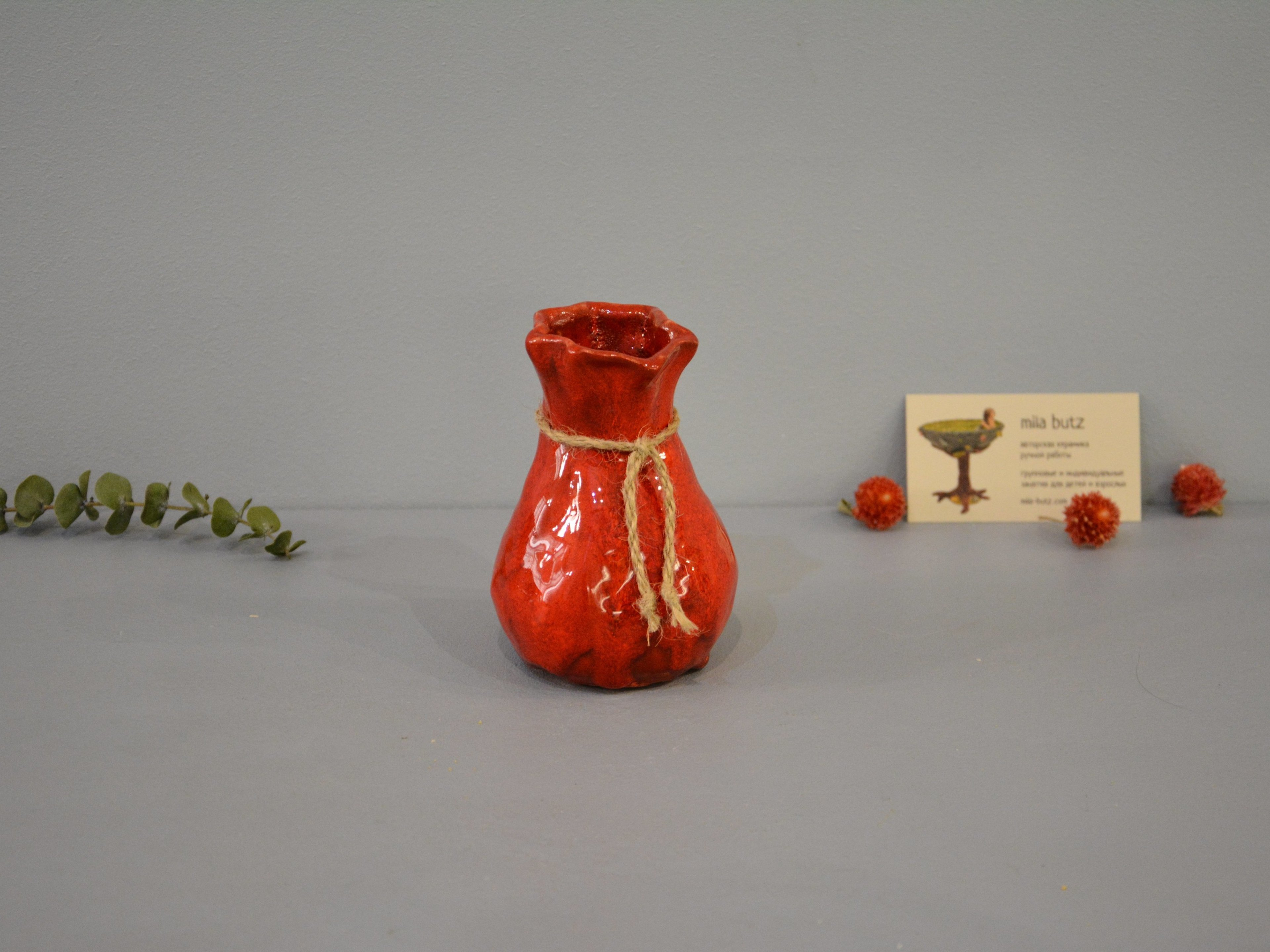 Small Vase or flowers «Red Bagful», height - 12 cm, color - red. Photo 1435-3840-2880.