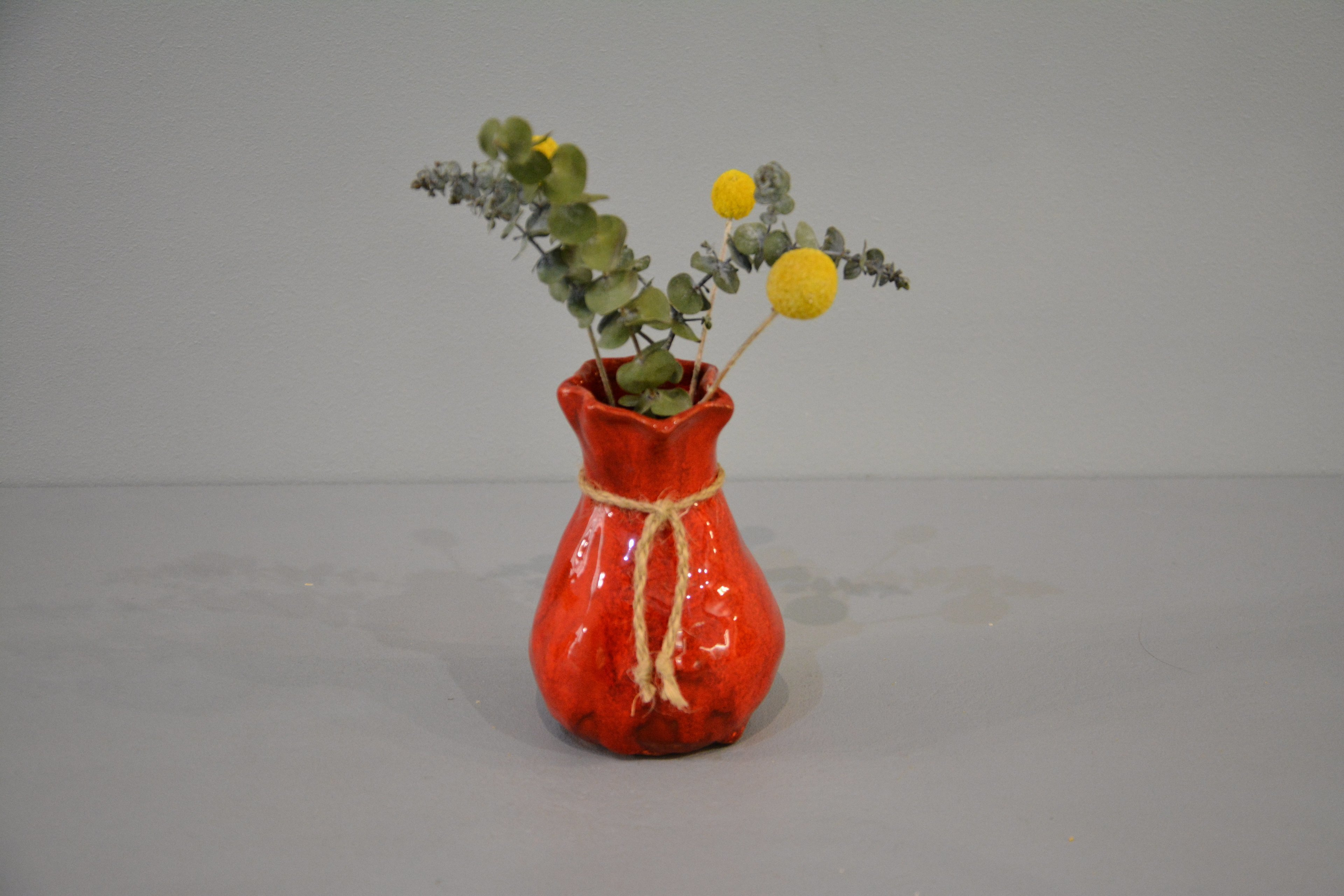 Small Vase or flowers «Red Bagful», height - 12 cm, color - red. Photo 1426.