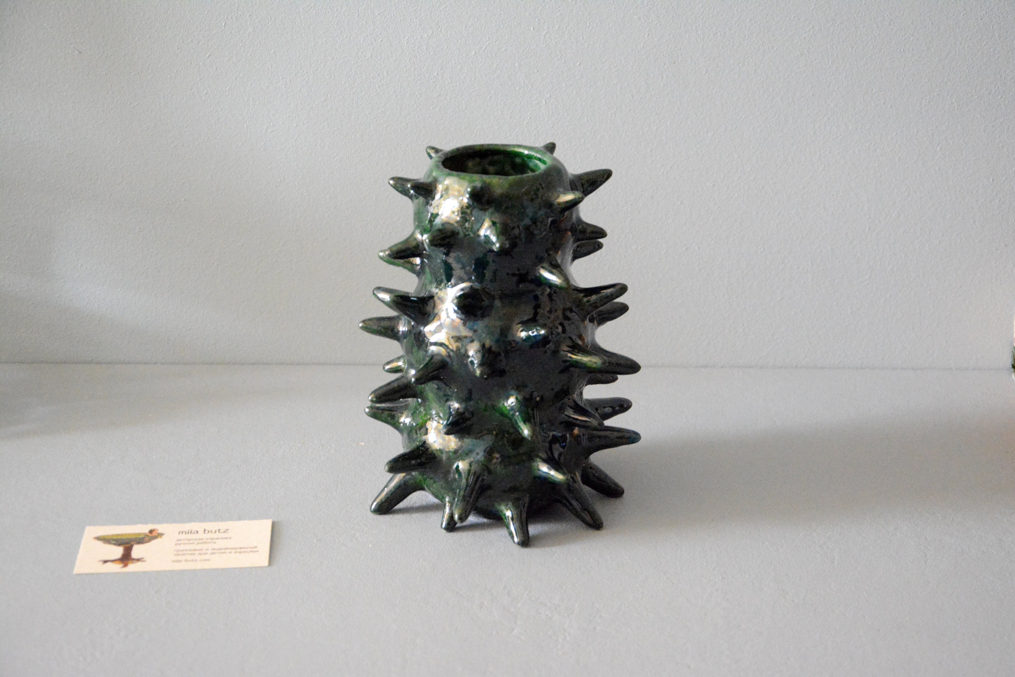 Video Pearl deep green Spikes