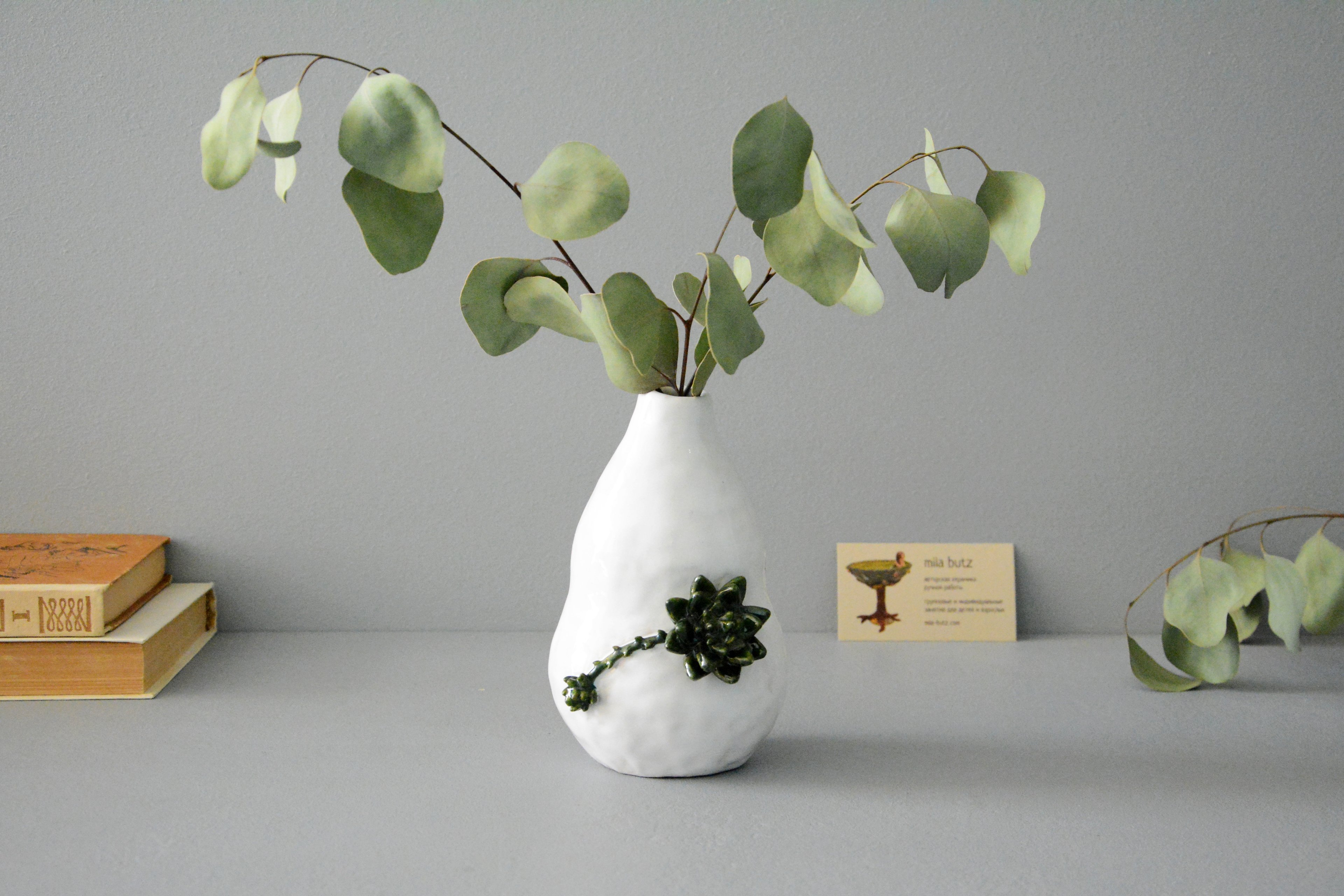 Decorative vase «Echeveria», height - 16 cm, color - white. Photo 1420.