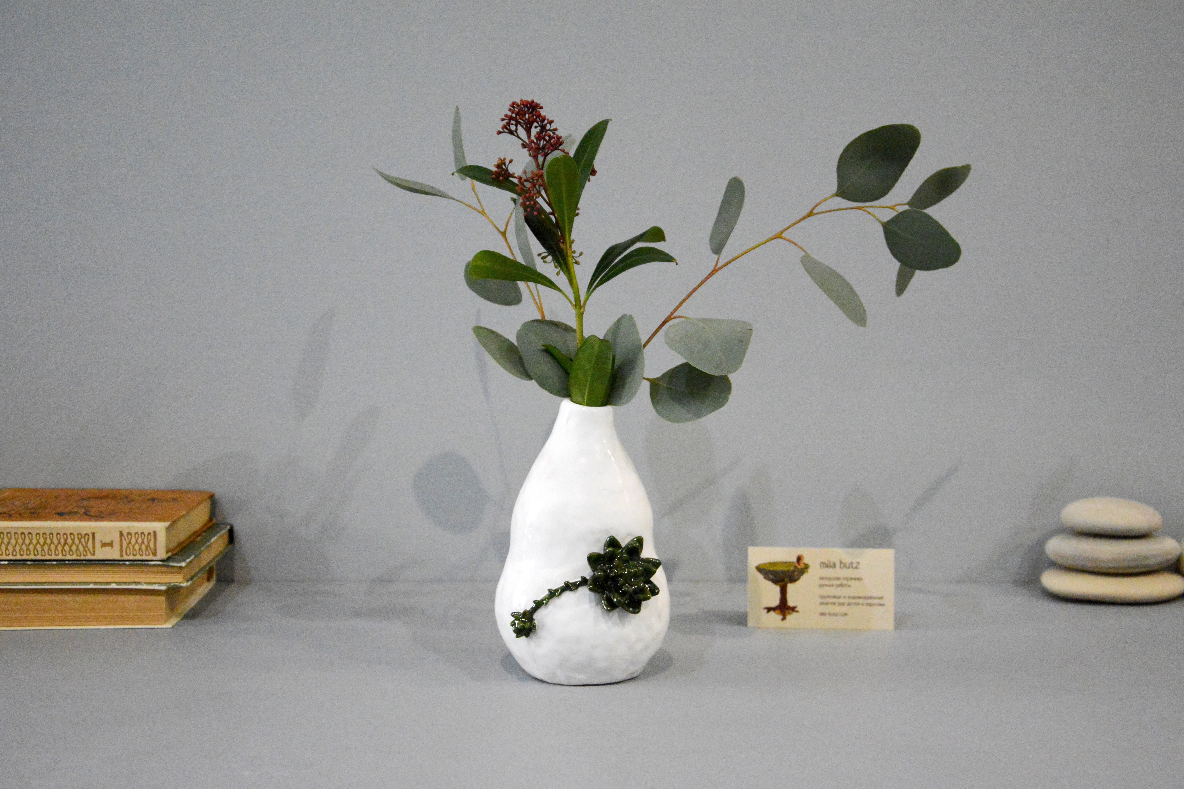 Decorative vase «Echeveria», height - 16 cm, color - white. Photo 1400.