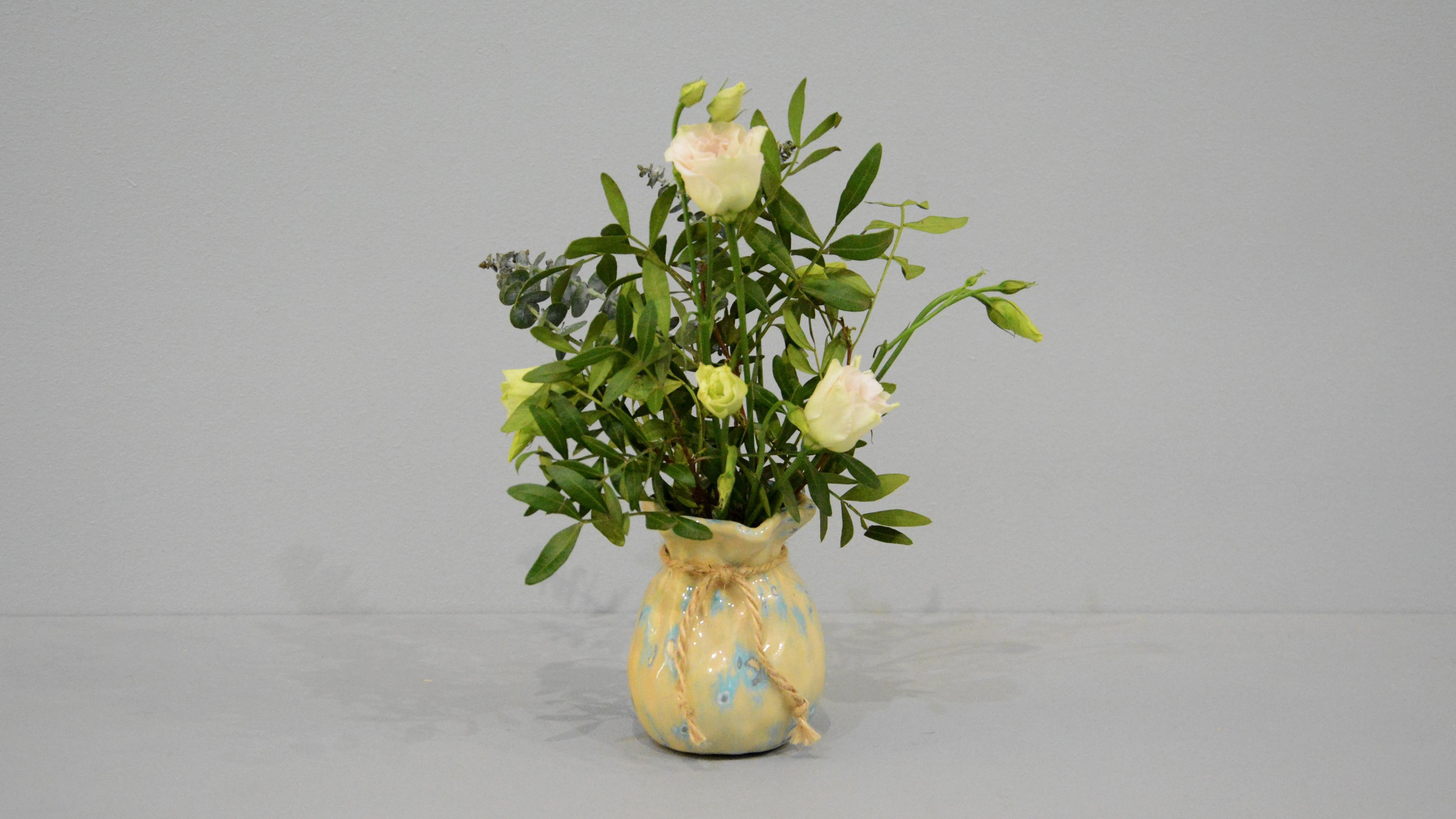 Candle vase «Beige Bagful», height - 9 cm, color - beige. Photo 1413-3840-2160.