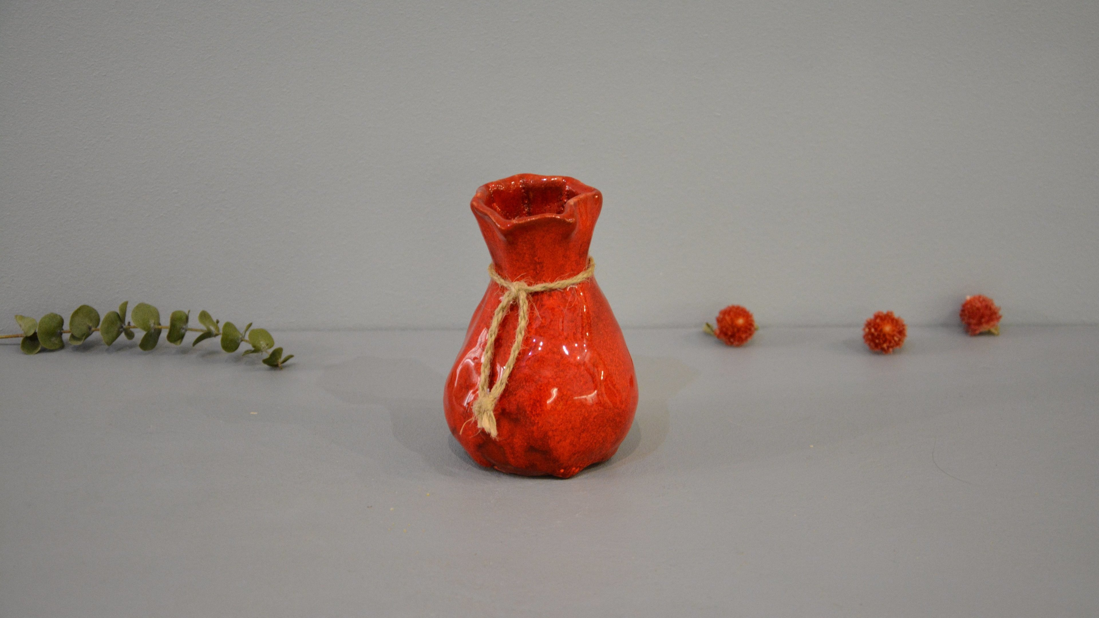 Candle vase «Red Bagful», height - 12 cm, color - red. Photo 1436-3840-2160.