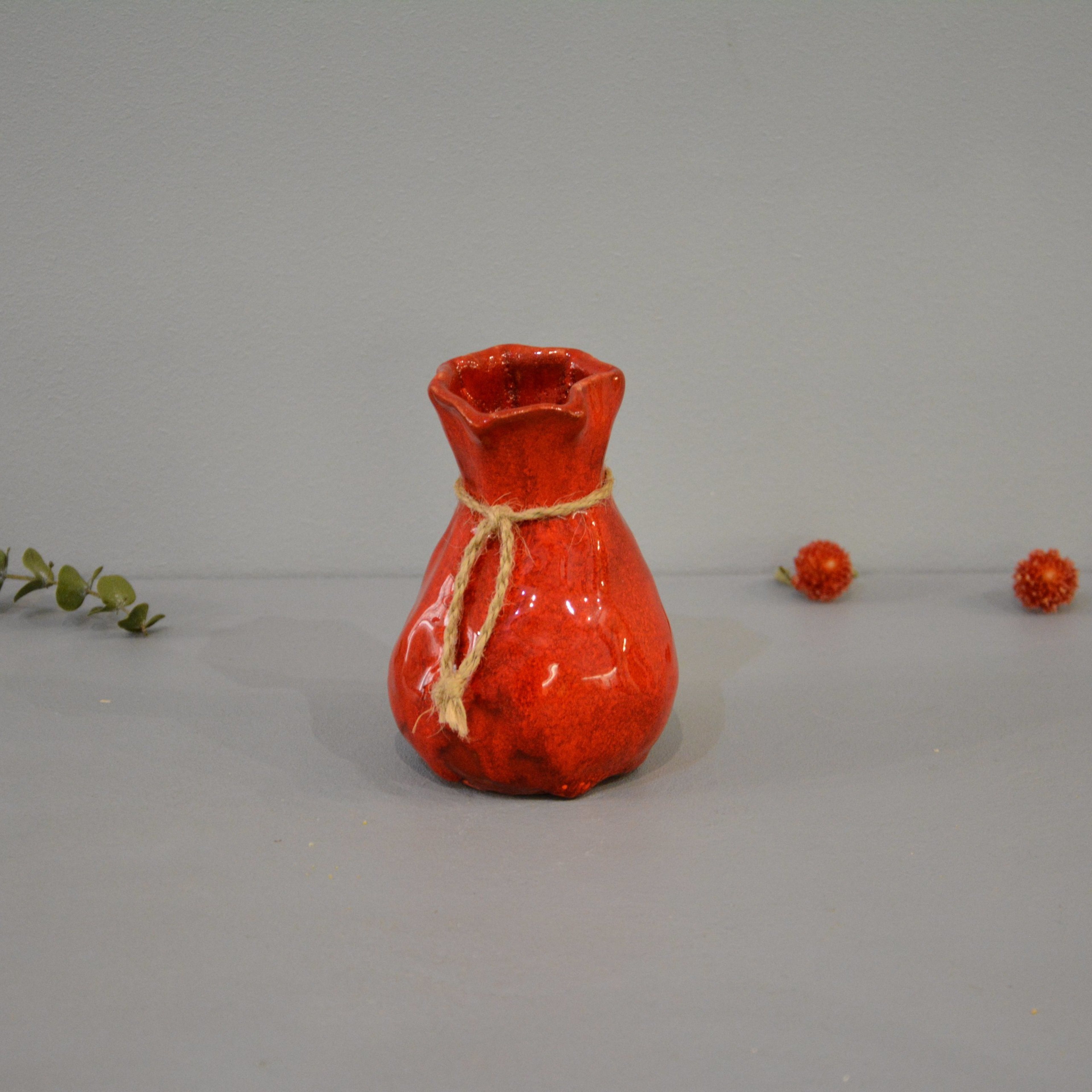 Candle vase «Red Bagful», height - 12 cm, color - red. Photo 1436-3840-3840.